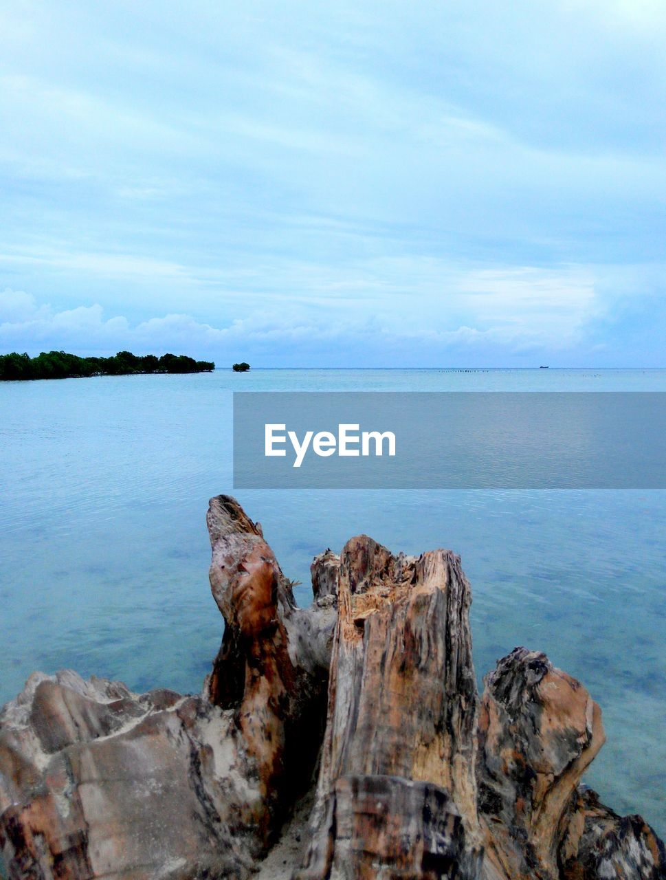 sea, sky, tranquil scene, tranquility, scenics, nature, water, horizon over water, beauty in nature, rock - object, outdoors, no people, cloud - sky, idyllic, day, close-up