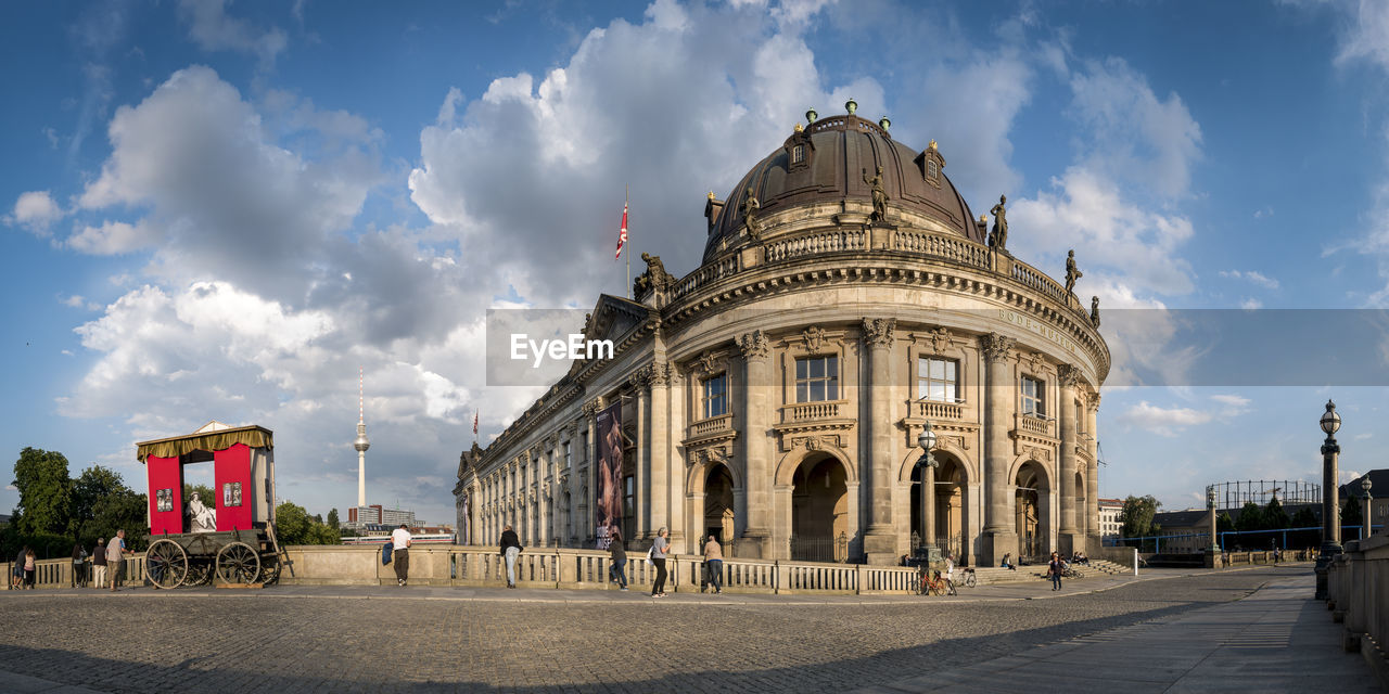 architecture, building exterior, built structure, sky, cloud - sky, city, travel destinations, nature, day, incidental people, travel, facade, tourism, history, building, the past, dome, street, outdoors, architectural column, government
