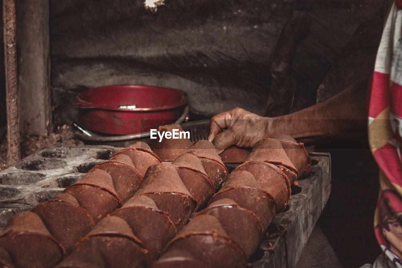 CLOSE-UP OF MAN PREPARING FOOD