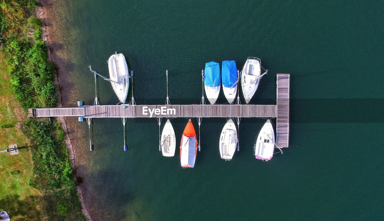 HIGH ANGLE VIEW OF BOATS IN RIVER