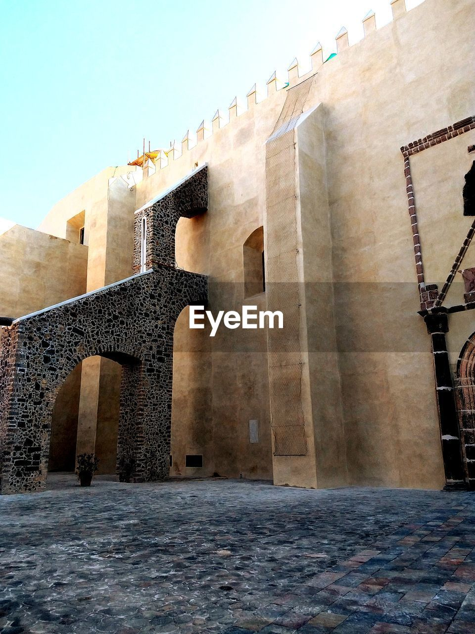 built structure, architecture, building exterior, history, the past, low angle view, sky, arch, building, ancient, nature, old, travel destinations, no people, day, wall - building feature, fort, wall, tourism, outdoors, stone wall, ancient civilization