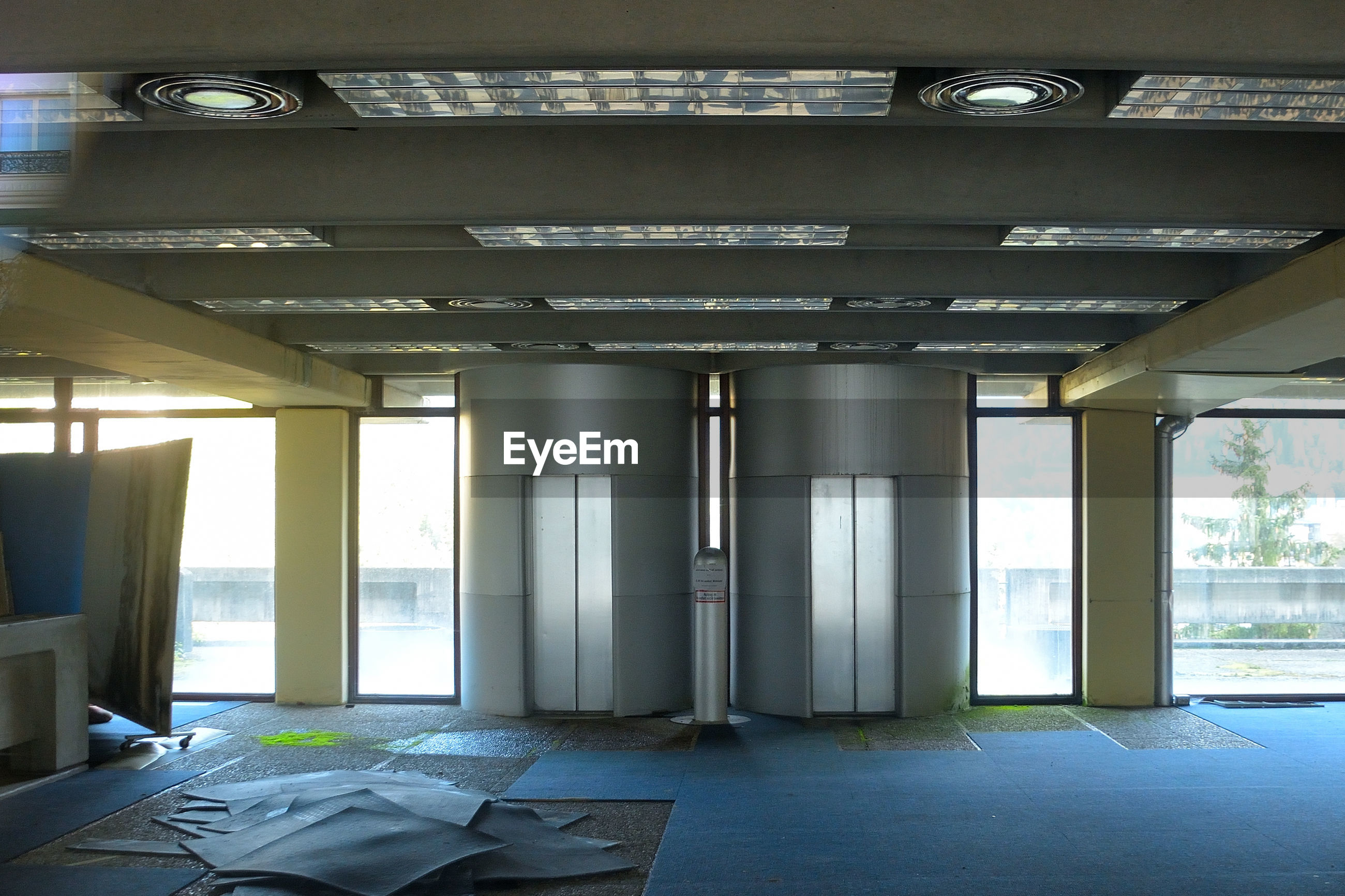 VIEW OF EMPTY ROOM WITH WINDOWS