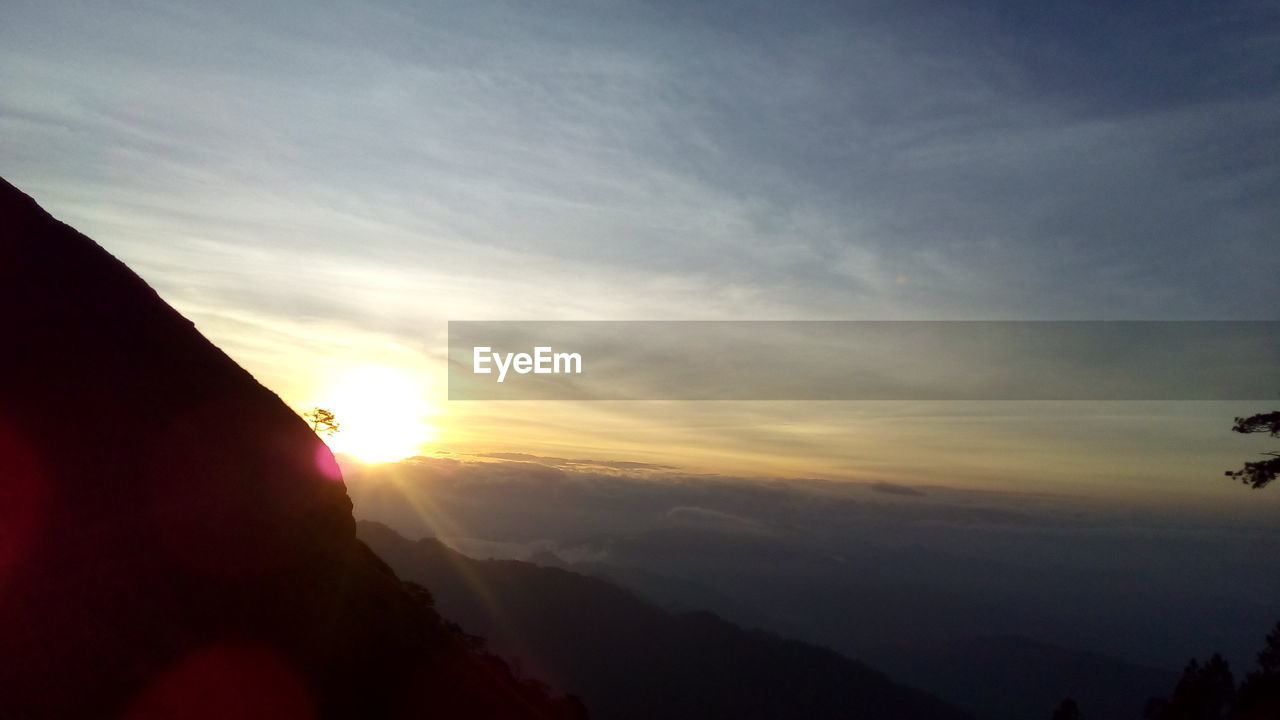 sunset, sun, nature, beauty in nature, sky, silhouette, scenics, tranquility, tranquil scene, mountain, outdoors, cloud - sky, sunlight, no people, day