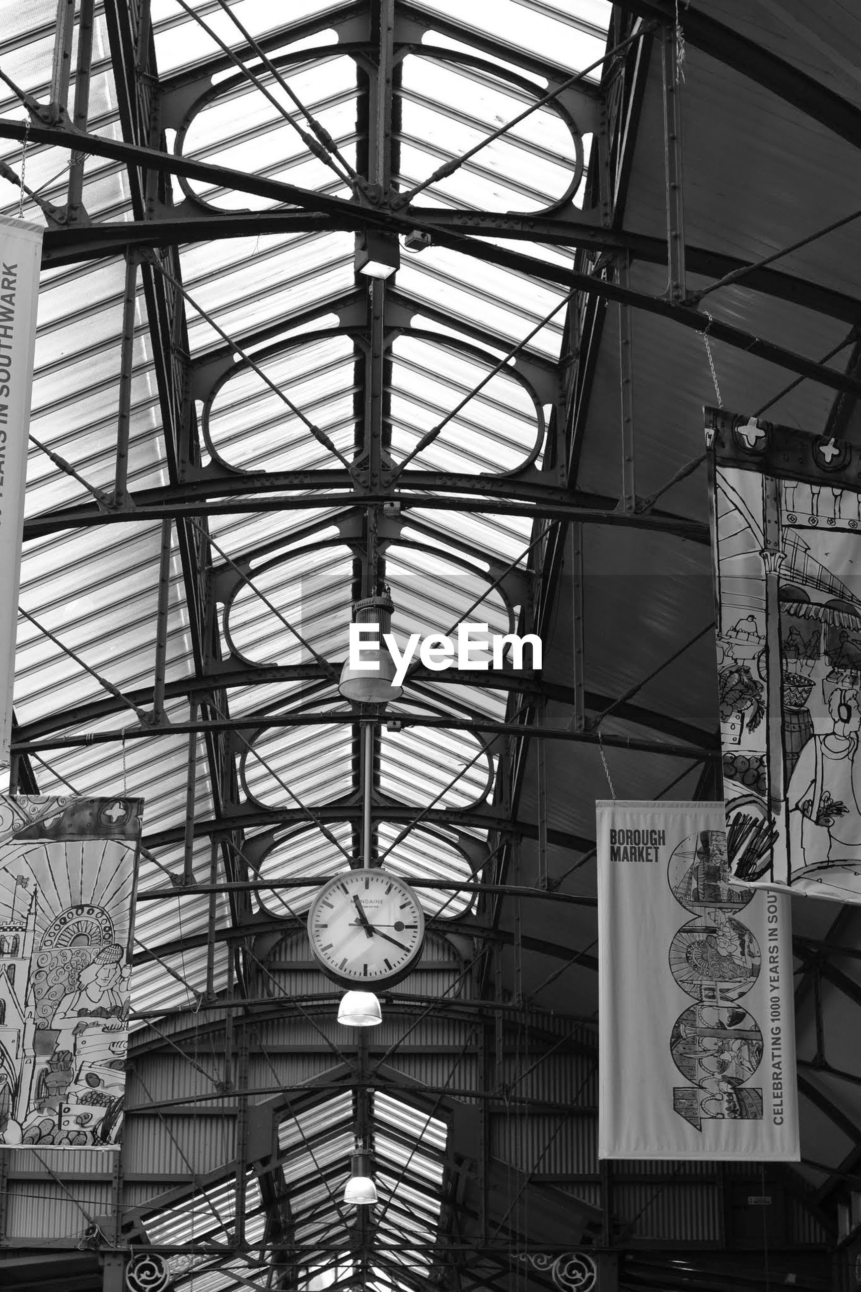 indoors, architecture, ceiling, built structure, low angle view, metal, pattern, metallic, grid, design, architectural feature, directly below, glass - material, skylight, full frame, day, backgrounds, no people, diminishing perspective, railroad station