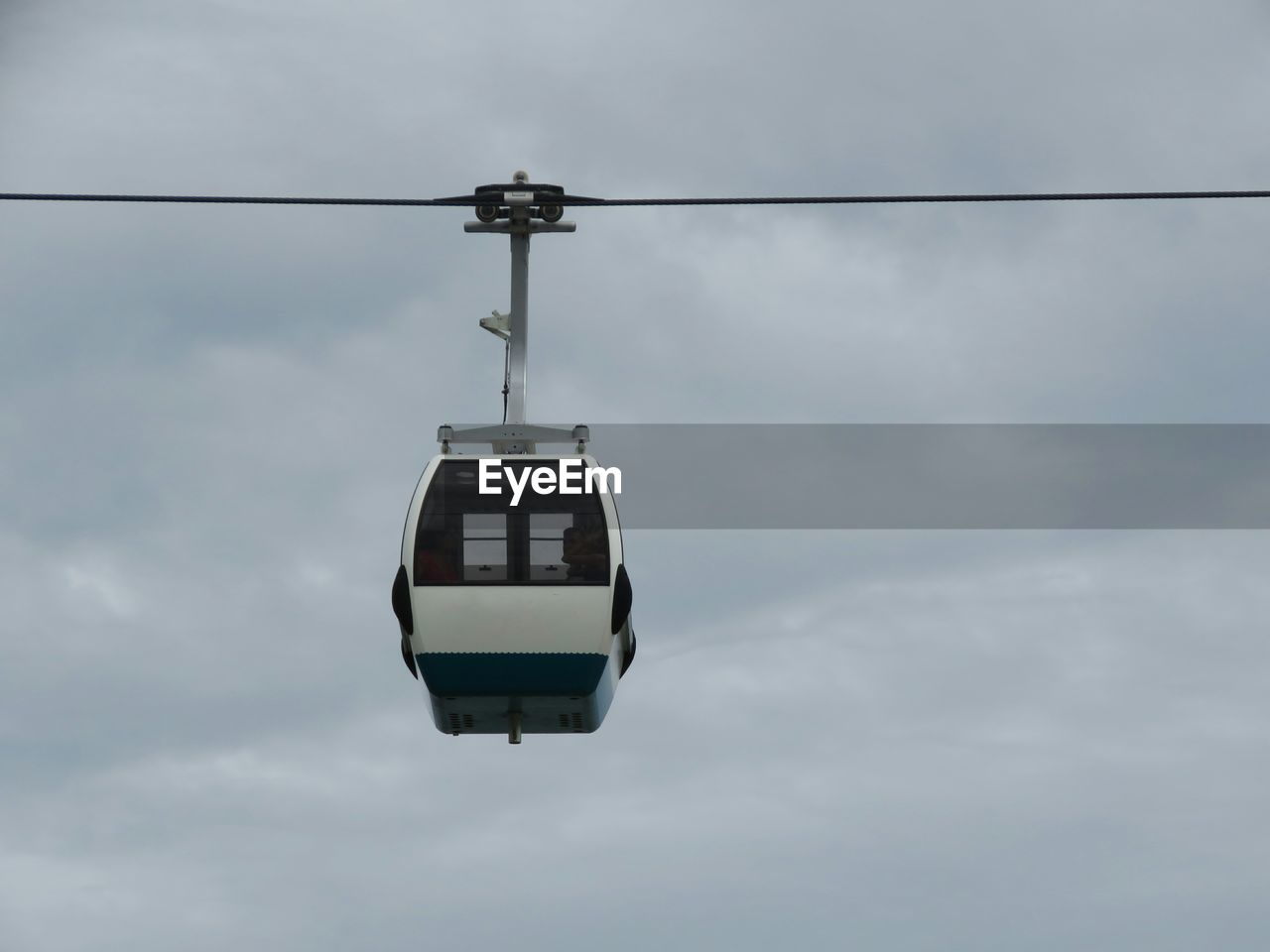 cloud - sky, sky, cable car, low angle view, cable, day, no people, overhead cable car, nature, hanging, mode of transportation, outdoors, transportation, overcast, travel, ski lift, electricity, communication, public transportation, light