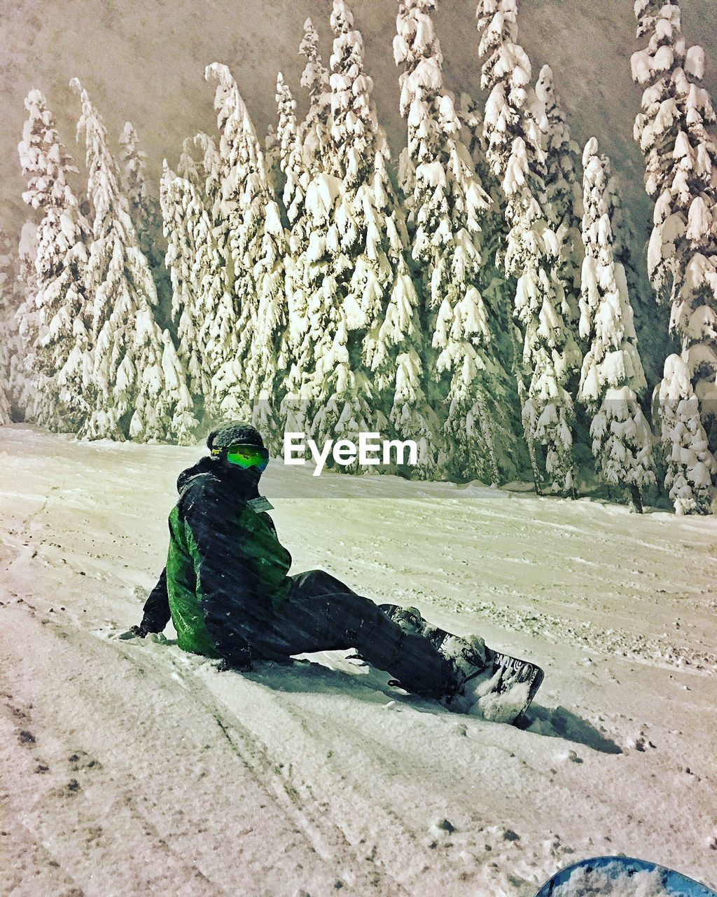 snow, cold temperature, winter, sitting, day, warm clothing, nature, outdoors, one person, full length, beauty in nature, mountain, snowboarding, people, young adult, adult
