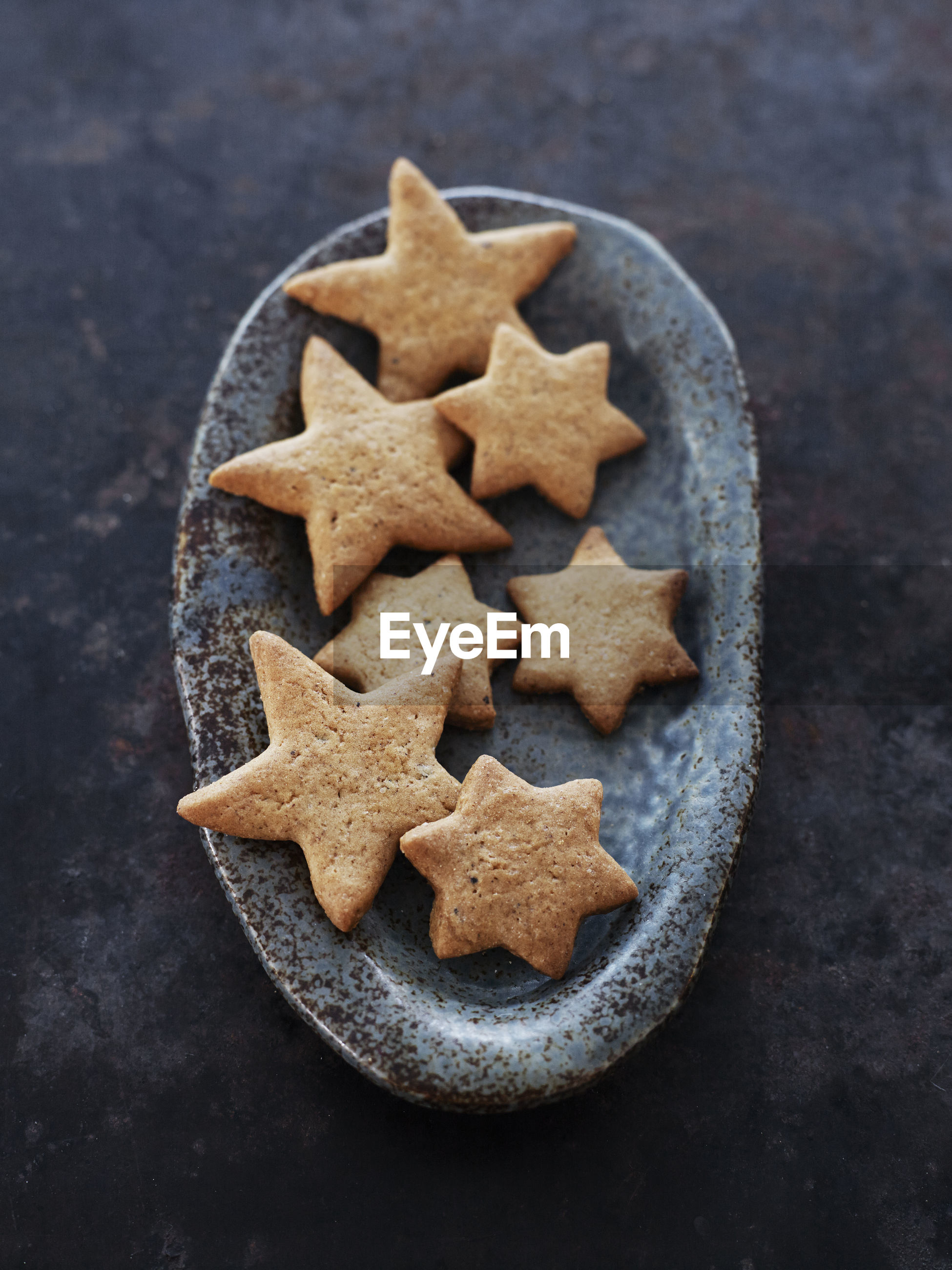HIGH ANGLE VIEW OF COOKIES ON TABLE AT HOME