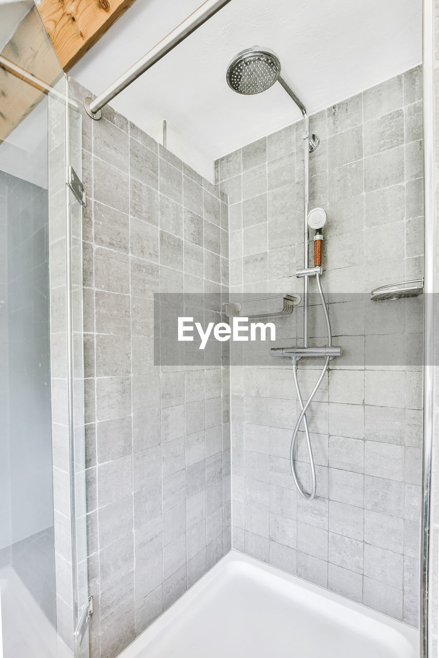 VIEW OF BATHROOM AND WHITE WALL IN ROOM