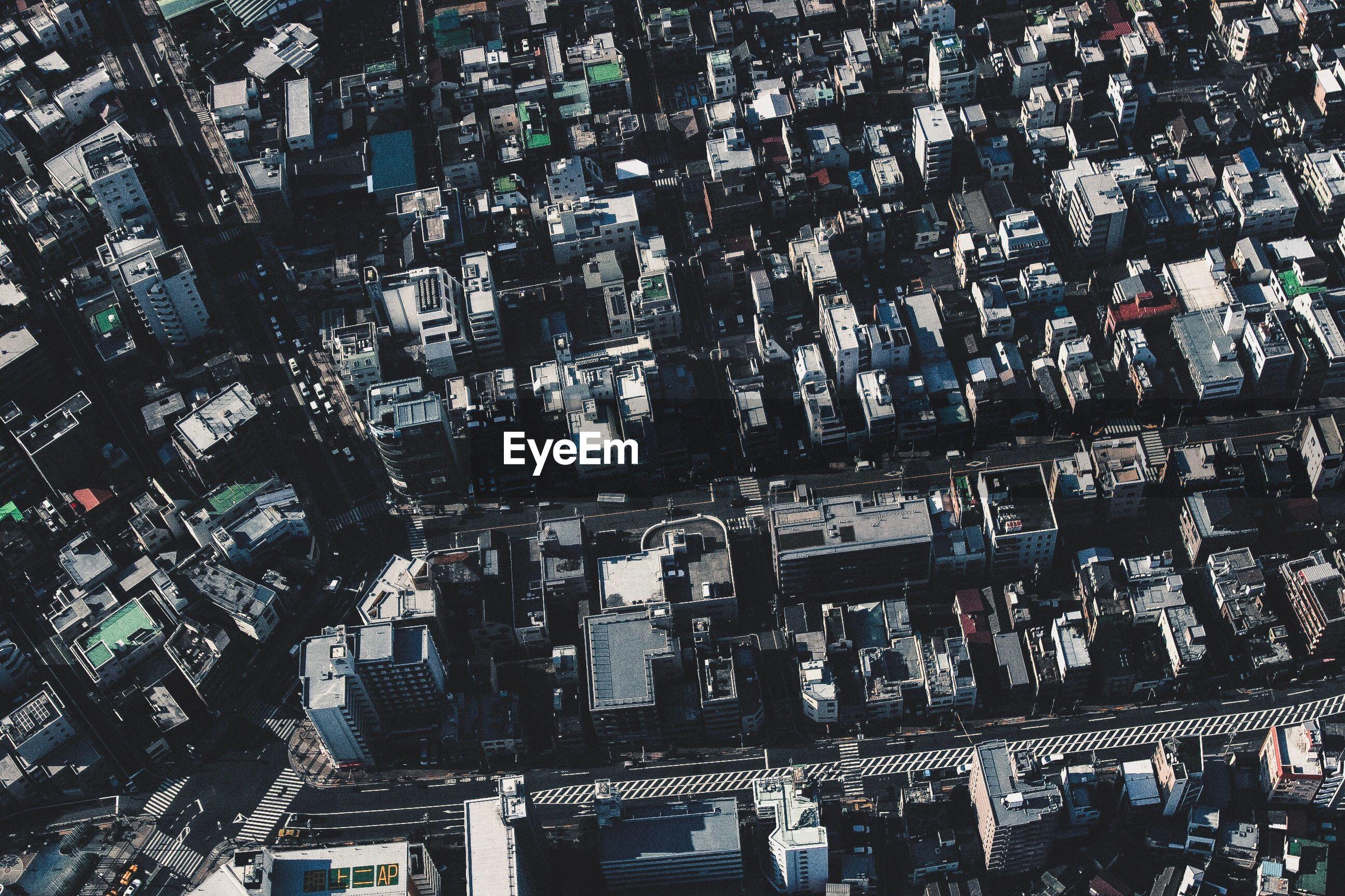 FULL FRAME SHOT OF MODERN CITY