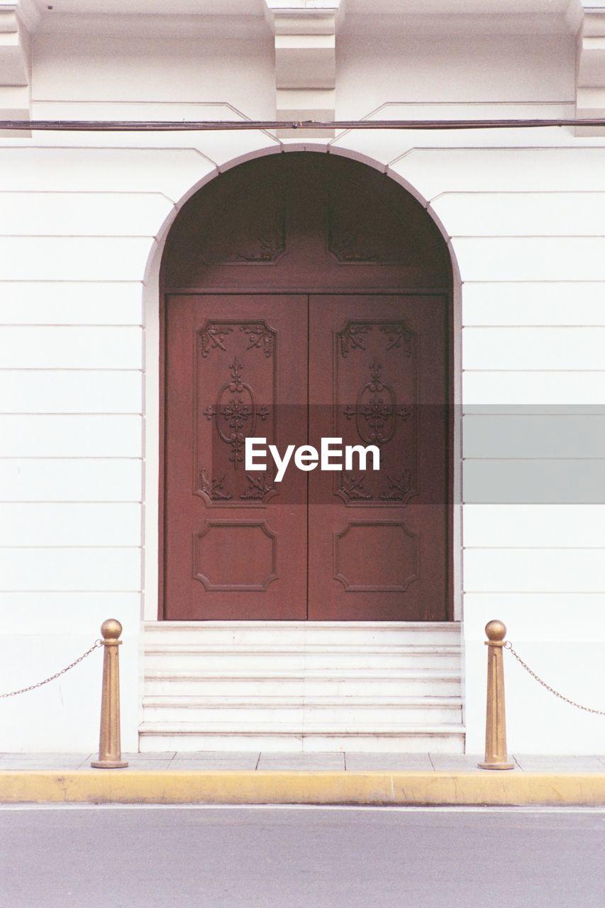 CLOSE-UP VIEW OF CLOSED DOOR
