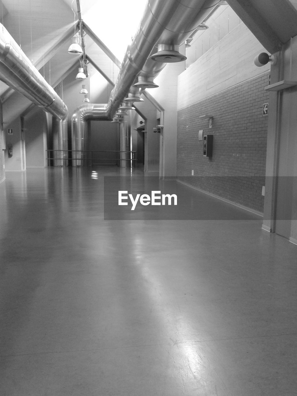 indoors, empty, corridor, the way forward, no people, architecture, day