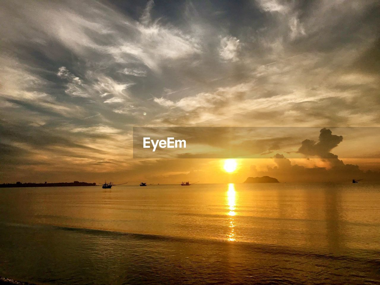 sunset, sky, water, cloud - sky, scenics - nature, beauty in nature, tranquil scene, tranquility, sea, orange color, sun, reflection, sunlight, idyllic, nature, waterfront, no people, silhouette, non-urban scene, outdoors