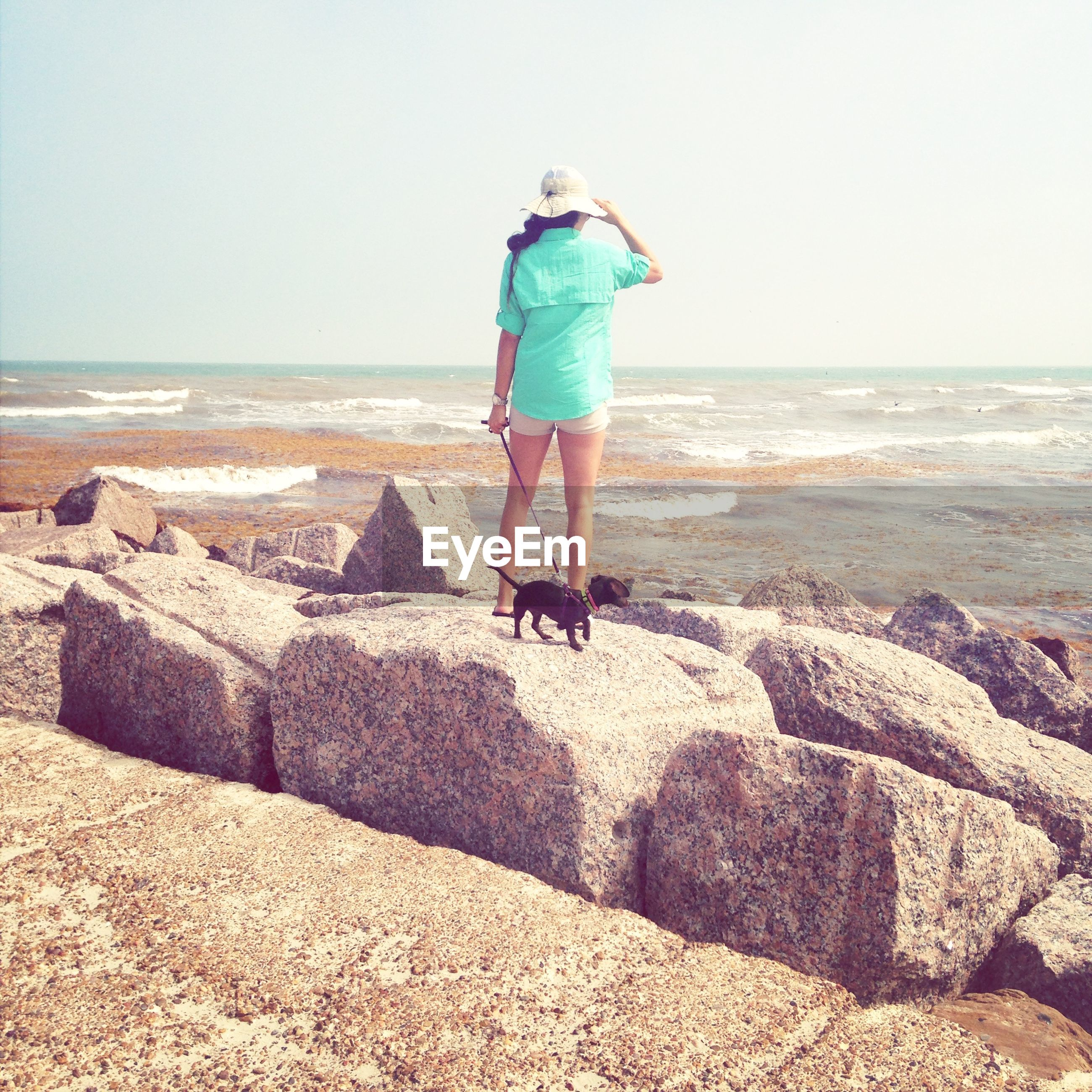 horizon over water, sea, beach, shore, clear sky, full length, rear view, sand, water, lifestyles, leisure activity, casual clothing, standing, copy space, sky, vacations, tranquility, beauty in nature
