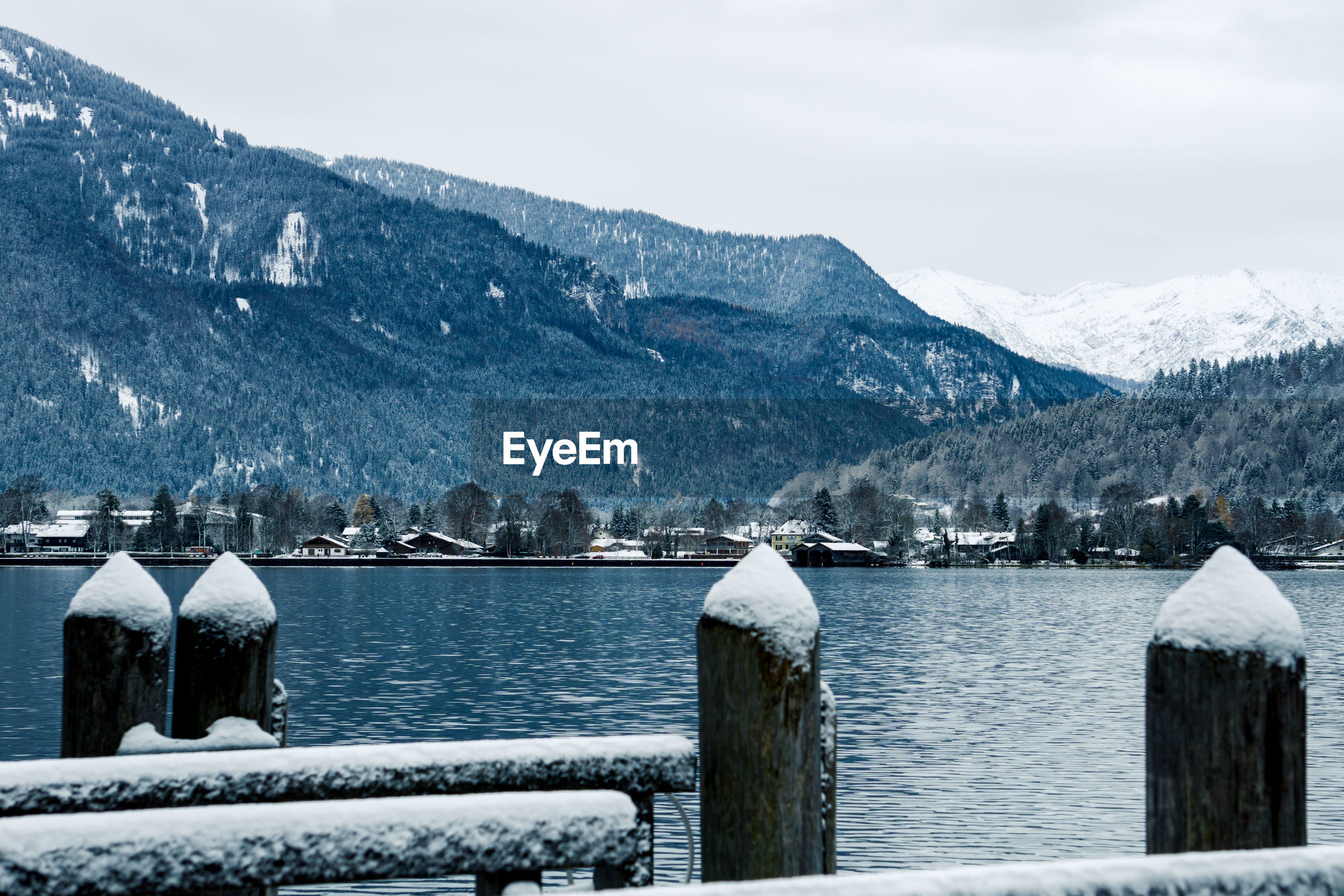 SCENIC VIEW OF FROZEN LAKE AGAINST MOUNTAIN