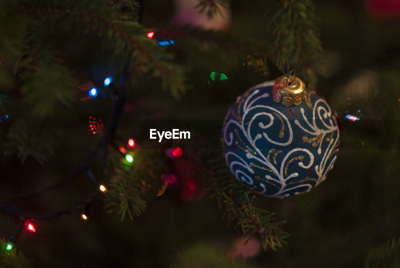 christmas, christmas tree, christmas decoration, celebration, christmas ornament, decoration, tradition, holiday - event, celebration event, tree, christmas lights, bauble, no people, indoors, close-up, night, focus on foreground, tree topper, hanging, illuminated, vacations, multi colored