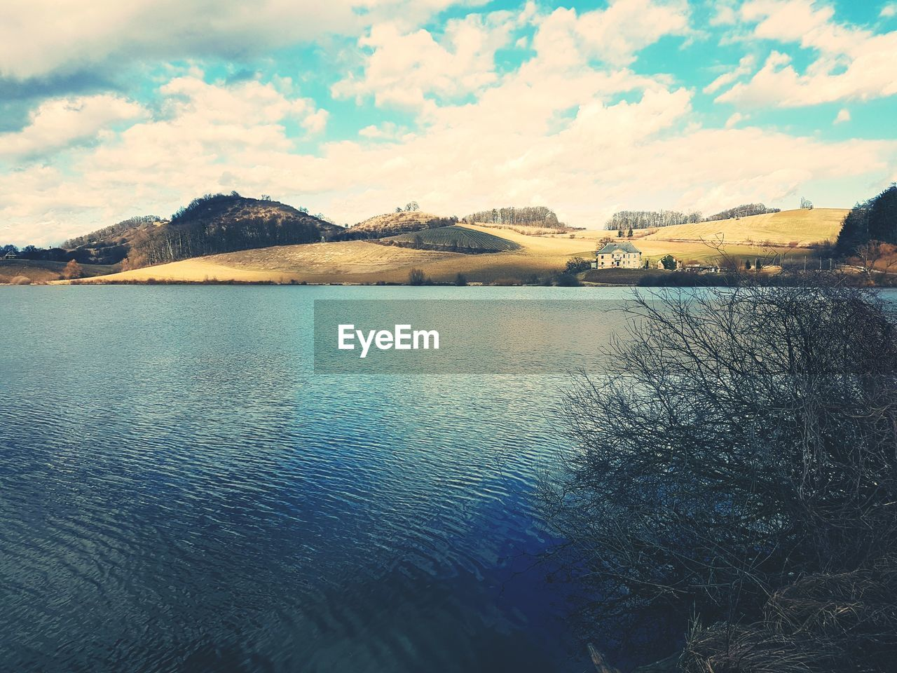 mountain, mountain range, sky, cloud - sky, beauty in nature, water, scenics, nature, no people, outdoors, tranquility, tranquil scene, day, lake, travel destinations, architecture