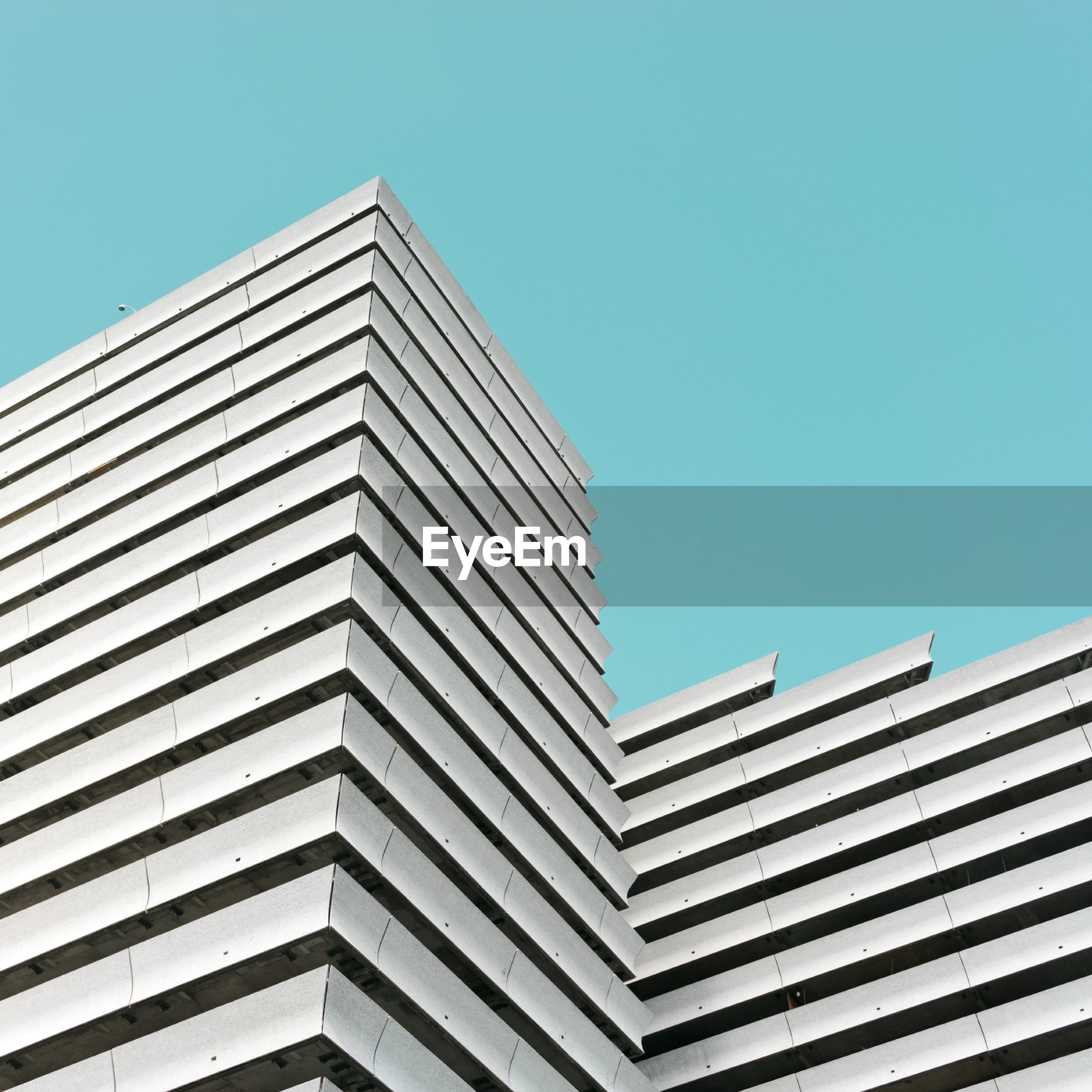 building exterior, architecture, built structure, low angle view, clear sky, outdoors, no people, city, day, modern, sky, skyscraper