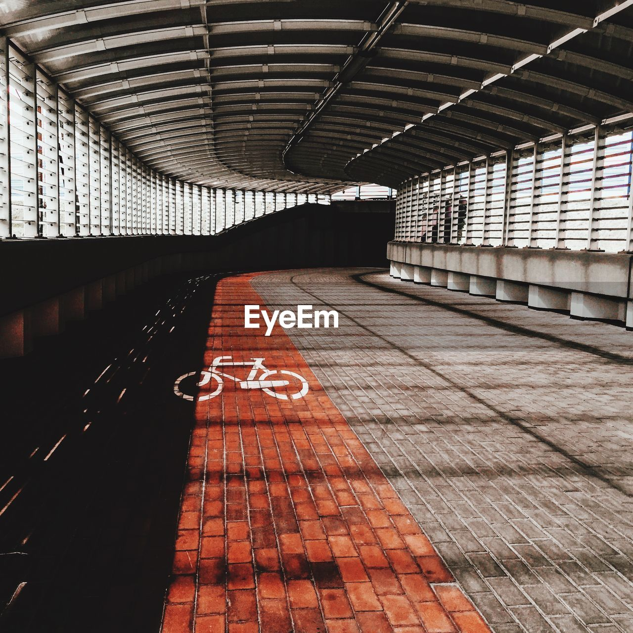 Bicycle lane sign in tunnel