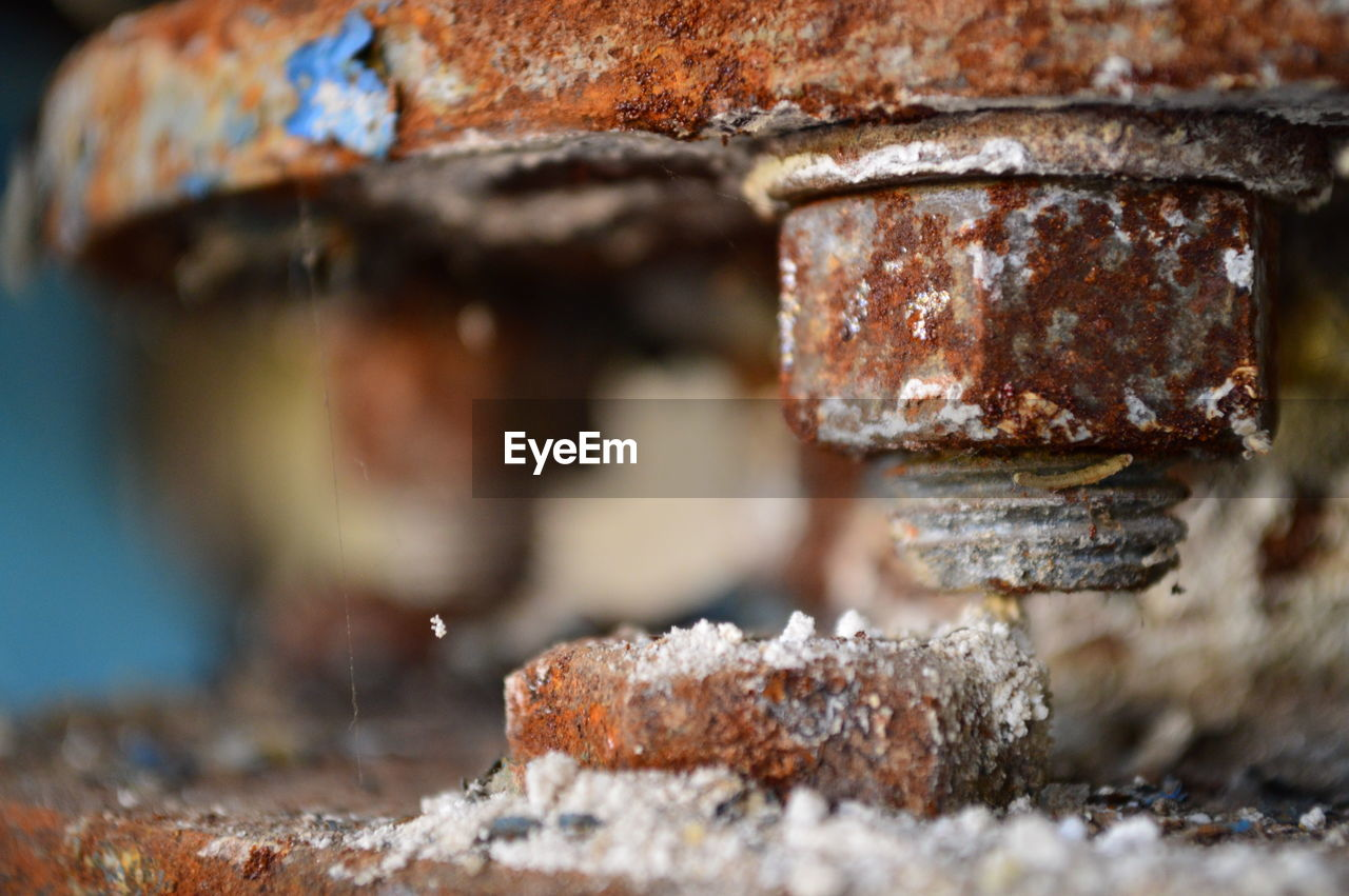 selective focus, metal, close-up, rusty, day, no people, weathered, outdoors, run-down, nature, architecture, brown, textured, wall, abandoned, detail, decline, brick, rough, old
