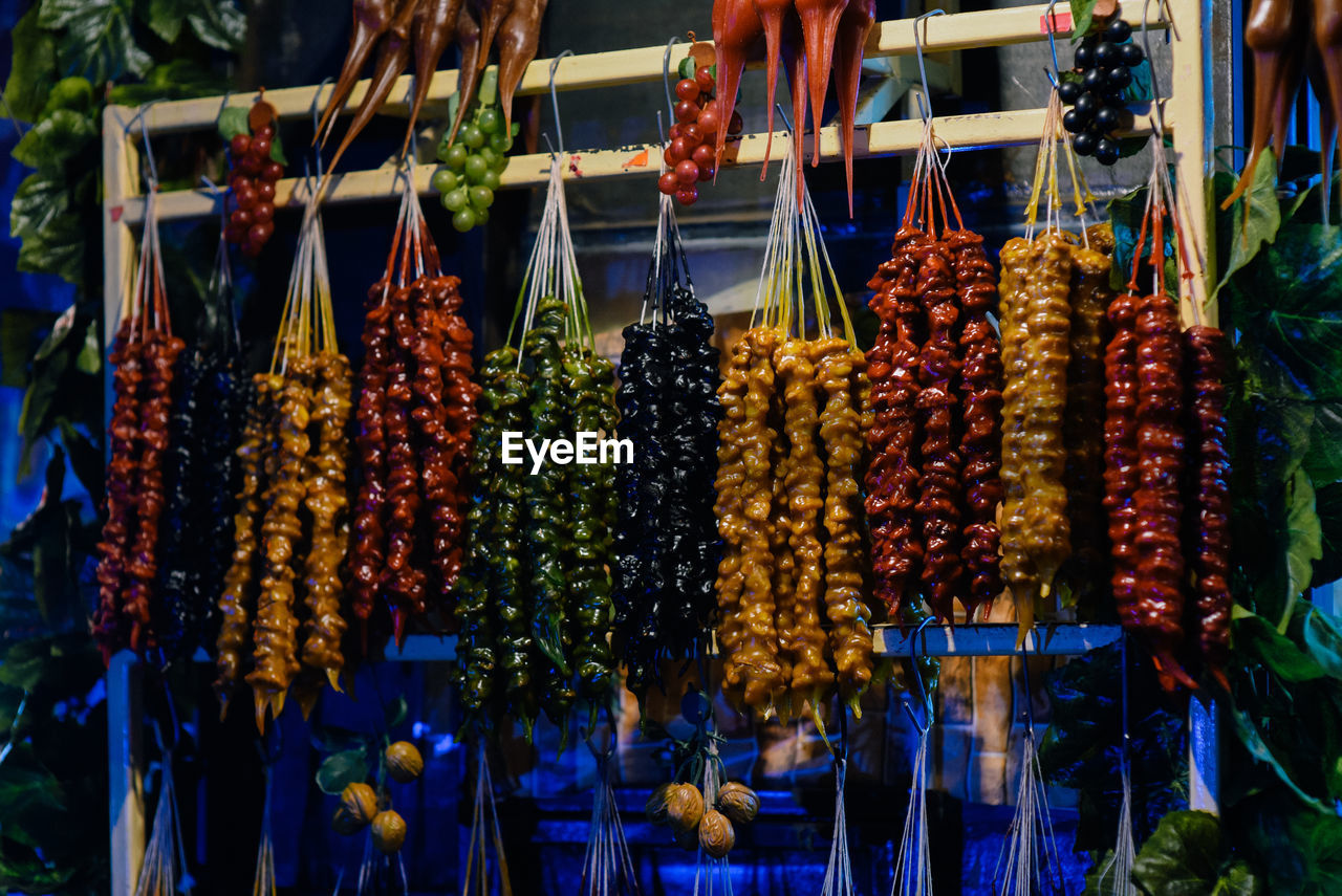 CLOSE-UP OF FRUITS FOR SALE AT MARKET