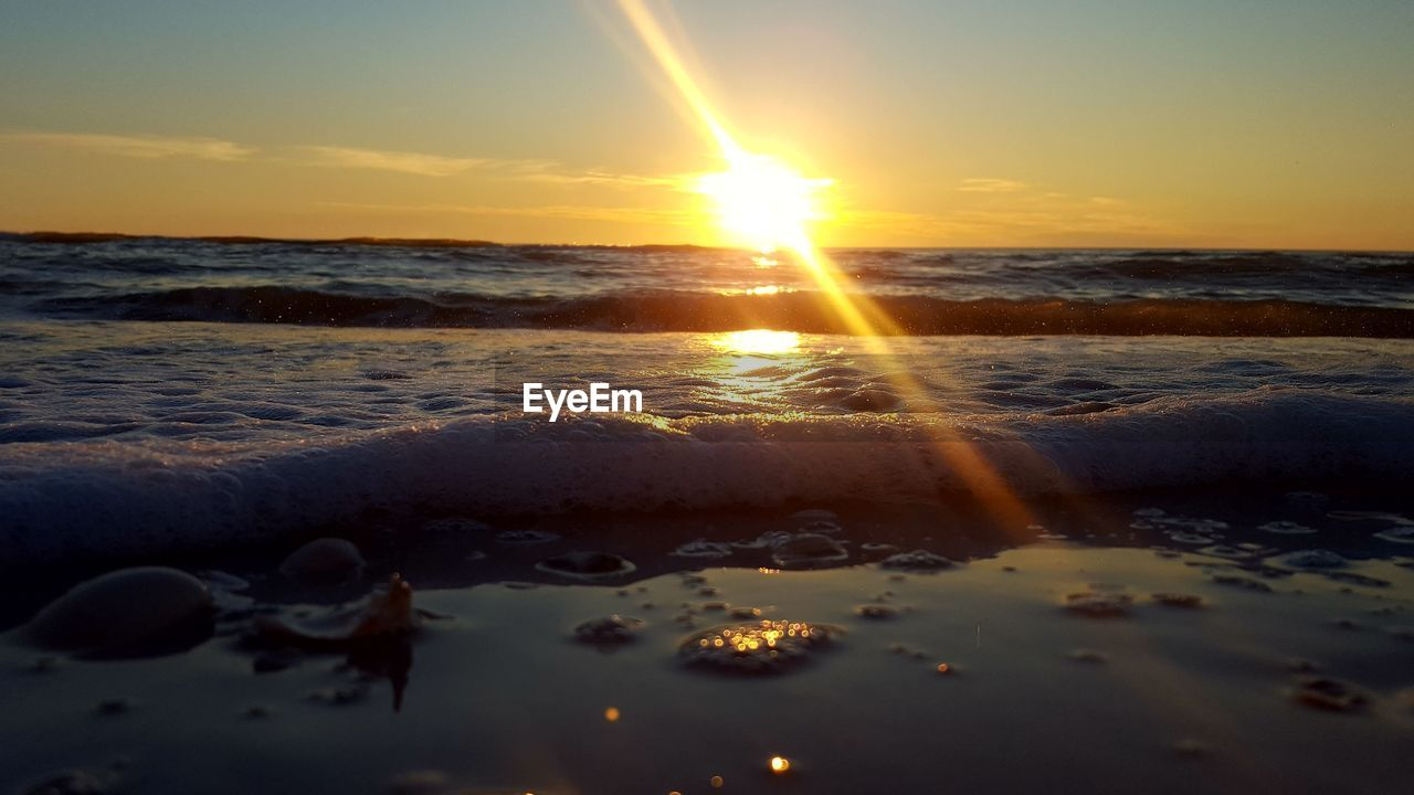 sunset, sea, water, beauty in nature, nature, sun, scenics, sunlight, tranquility, no people, reflection, sky, wave, tranquil scene, outdoors, horizon over water, beach, close-up, day