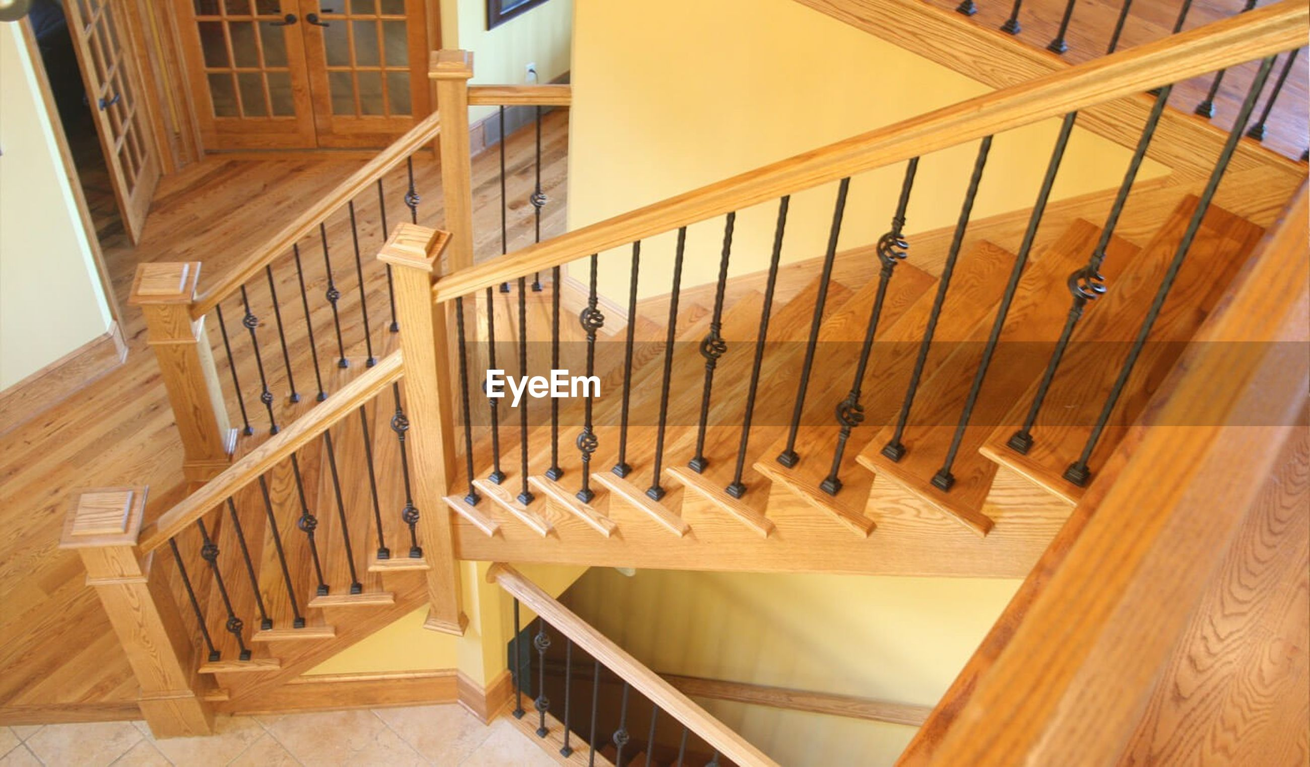 steps, staircase, steps and staircases, indoors, railing, architecture, built structure, in a row, bannister, day, repetition, diminishing perspective, building story, steps and staircase, no people