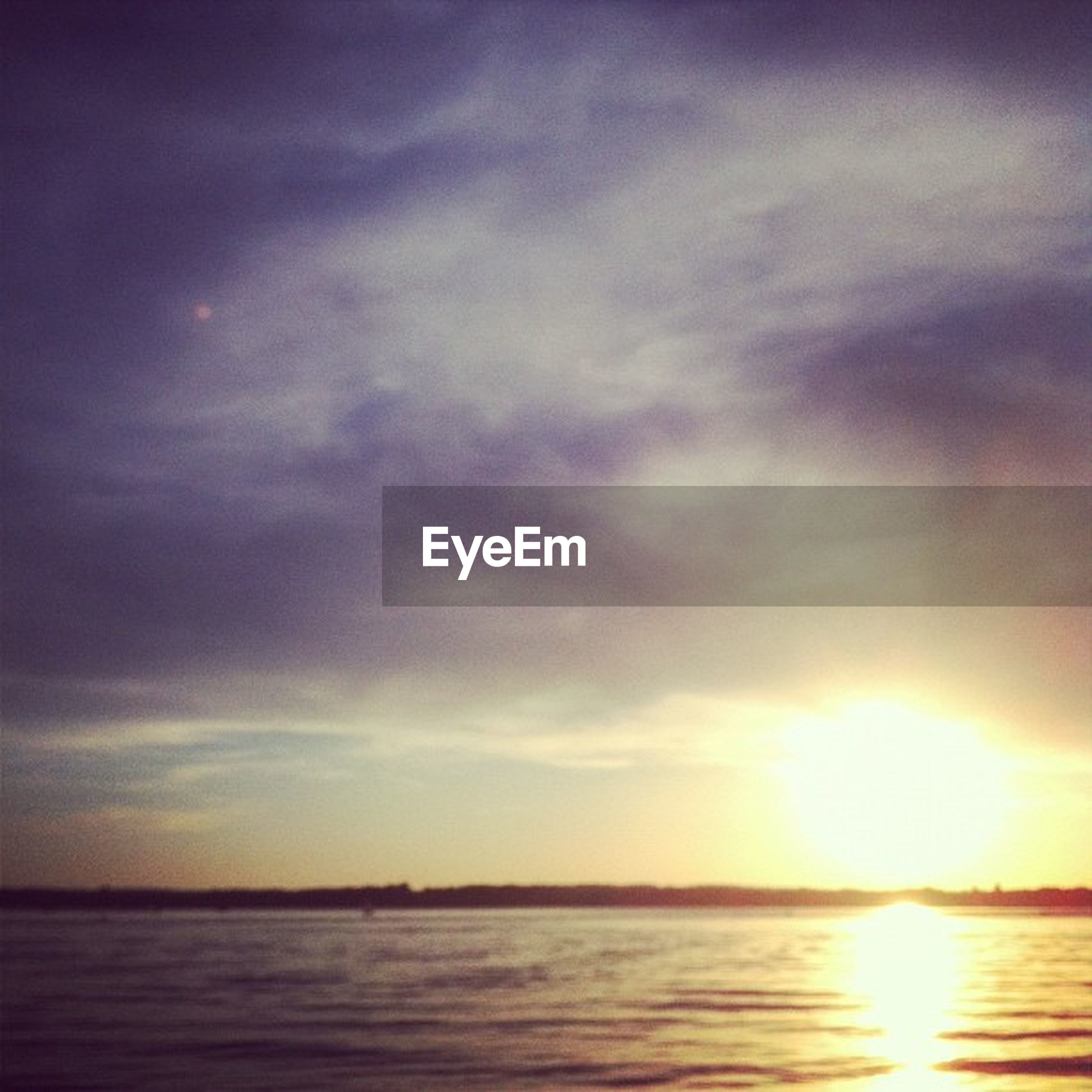 water, sunset, sea, waterfront, sky, sun, scenics, tranquil scene, beauty in nature, tranquility, horizon over water, reflection, cloud - sky, idyllic, nature, sunlight, sunbeam, cloud, orange color, beach