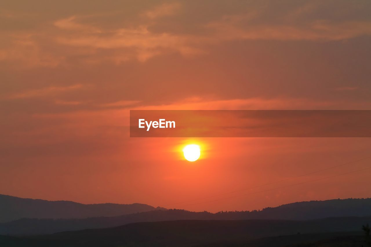 sunset, beauty in nature, sky, scenics - nature, tranquil scene, tranquility, orange color, sun, cloud - sky, silhouette, idyllic, mountain, nature, environment, non-urban scene, mountain range, sunlight, no people, outdoors, landscape, romantic sky, eclipse