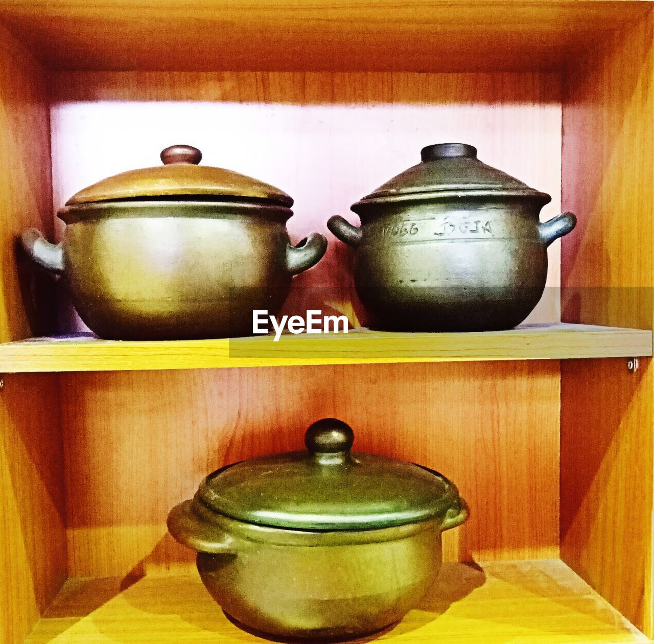 indoors, table, shelf, no people, domestic kitchen, wood - material, container, home interior, kitchen, earthenware, bowl, teapot, domestic room, old-fashioned, lid, close-up, healthy eating, day, freshness