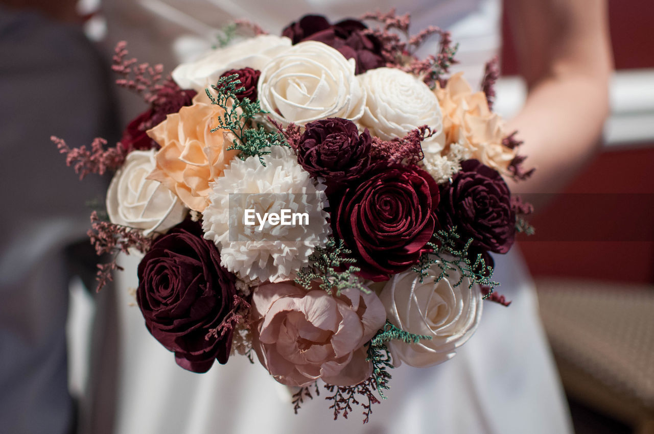 flower, rose, celebration, rose - flower, wedding, flowering plant, event, plant, life events, bouquet, flower arrangement, bride, indoors, newlywed, beauty in nature, real people, human hand, women, freshness, hand, wedding ceremony, flower head, bunch of flowers