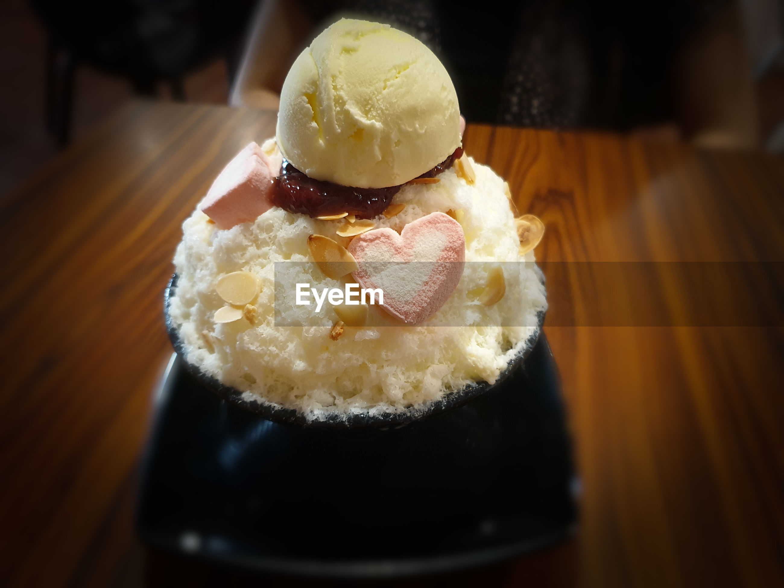 CLOSE-UP OF ICE CREAM IN PLATE