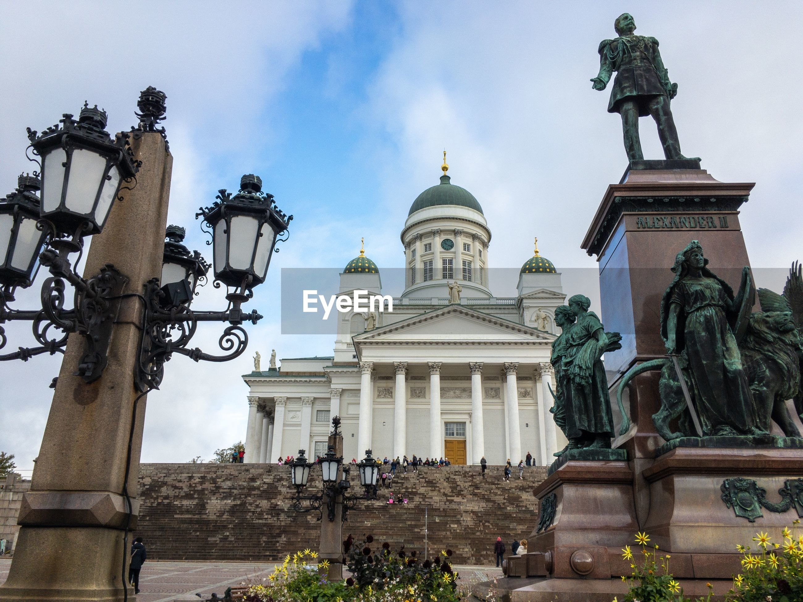 LOW ANGLE VIEW OF STATUE AGAINST BUILDINGS