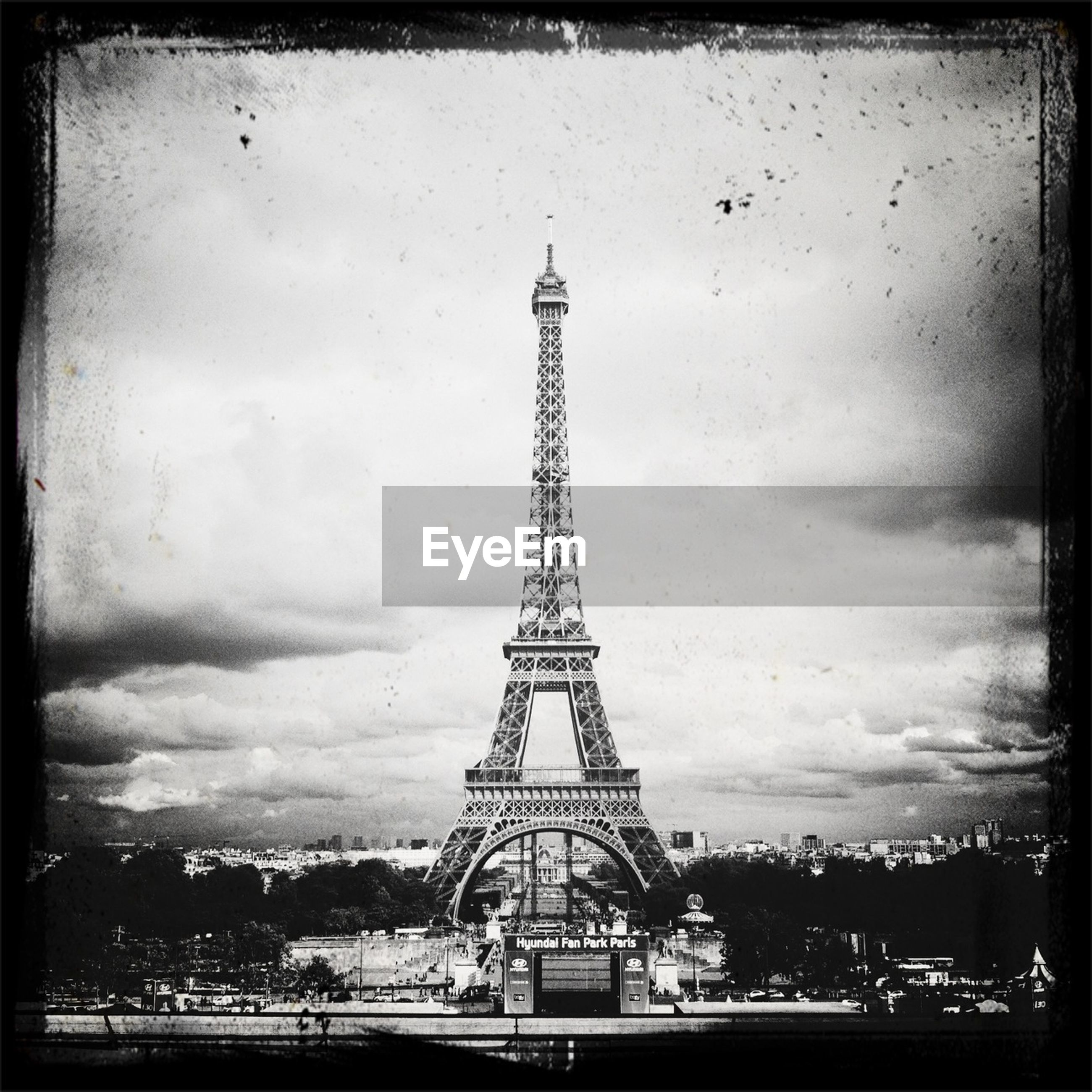 eiffel tower, architecture, built structure, international landmark, tower, famous place, transfer print, travel destinations, sky, capital cities, tourism, tall - high, culture, travel, auto post production filter, building exterior, metal, city, history, cloud - sky