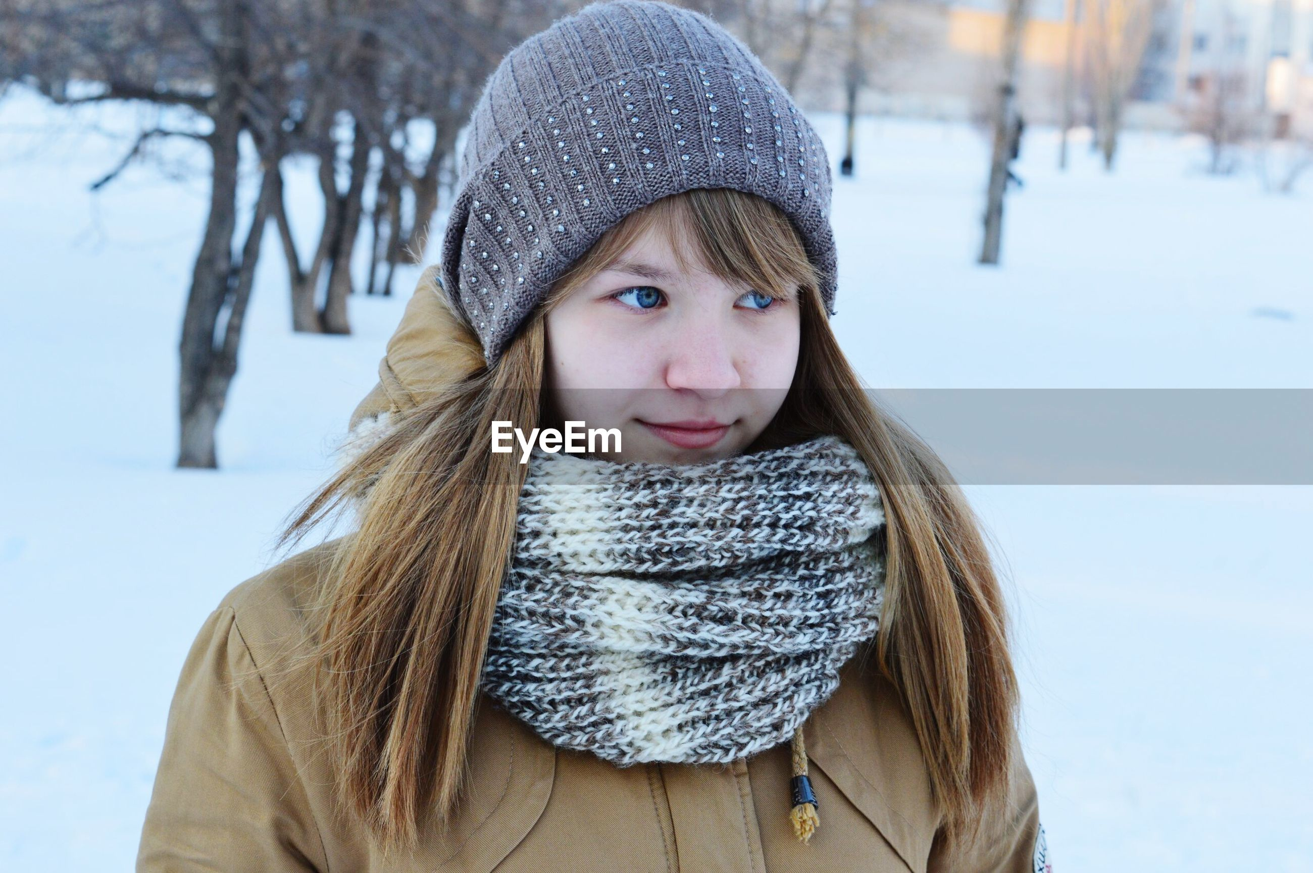 portrait, person, looking at camera, winter, front view, warm clothing, focus on foreground, lifestyles, young adult, cold temperature, headshot, snow, smiling, casual clothing, leisure activity, season, jacket, young women