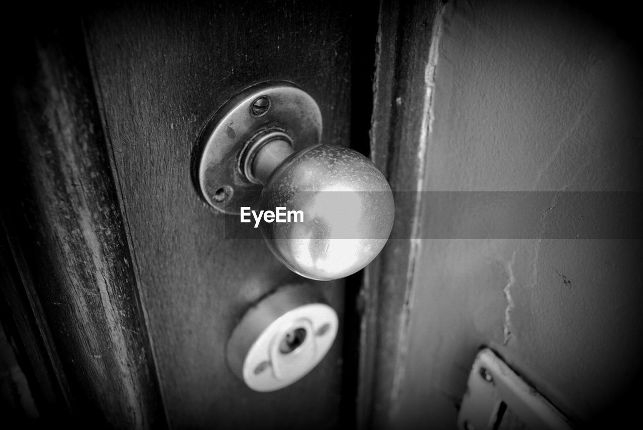 door, close-up, doorknob, no people, safety, door handle, lock, indoors, day, key