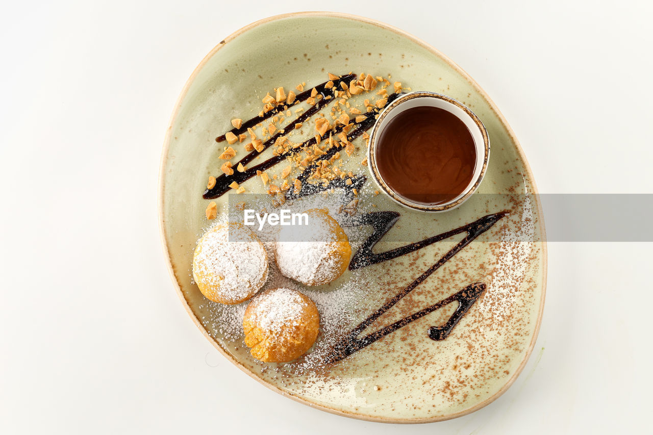 food and drink, still life, freshness, sweet food, indoors, cup, white background, food, coffee - drink, studio shot, coffee, coffee cup, ready-to-eat, drink, mug, refreshment, indulgence, sweet, temptation, directly above, no people, crockery, snack