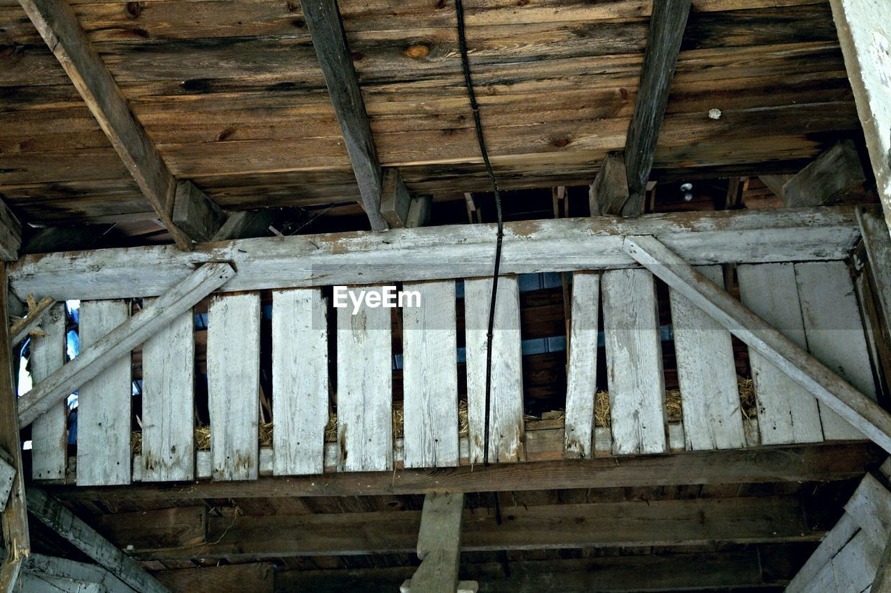 wood - material, built structure, architecture, roof beam, low angle view, indoors, no people, old-fashioned, day, roof, watermill, underneath, girder