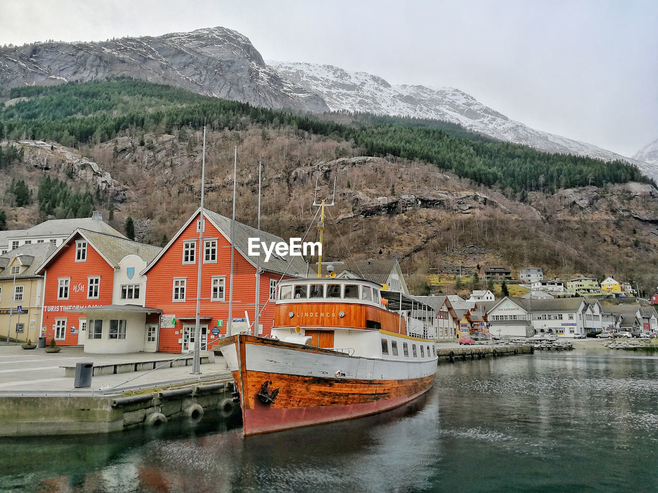 water, built structure, architecture, mountain, nautical vessel, building exterior, transportation, mode of transportation, building, waterfront, nature, day, no people, lake, sky, beauty in nature, reflection, house, moored, outdoors, row house