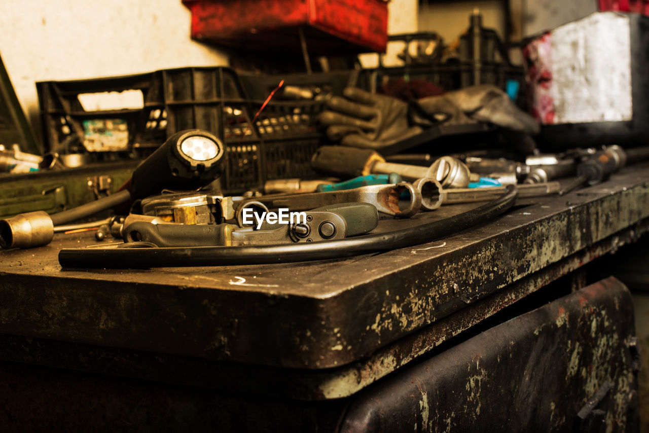 indoors, old, selective focus, metal, technology, no people, retro styled, table, close-up, still life, equipment, record, connection, transportation, turntable, music, day, antique, communication