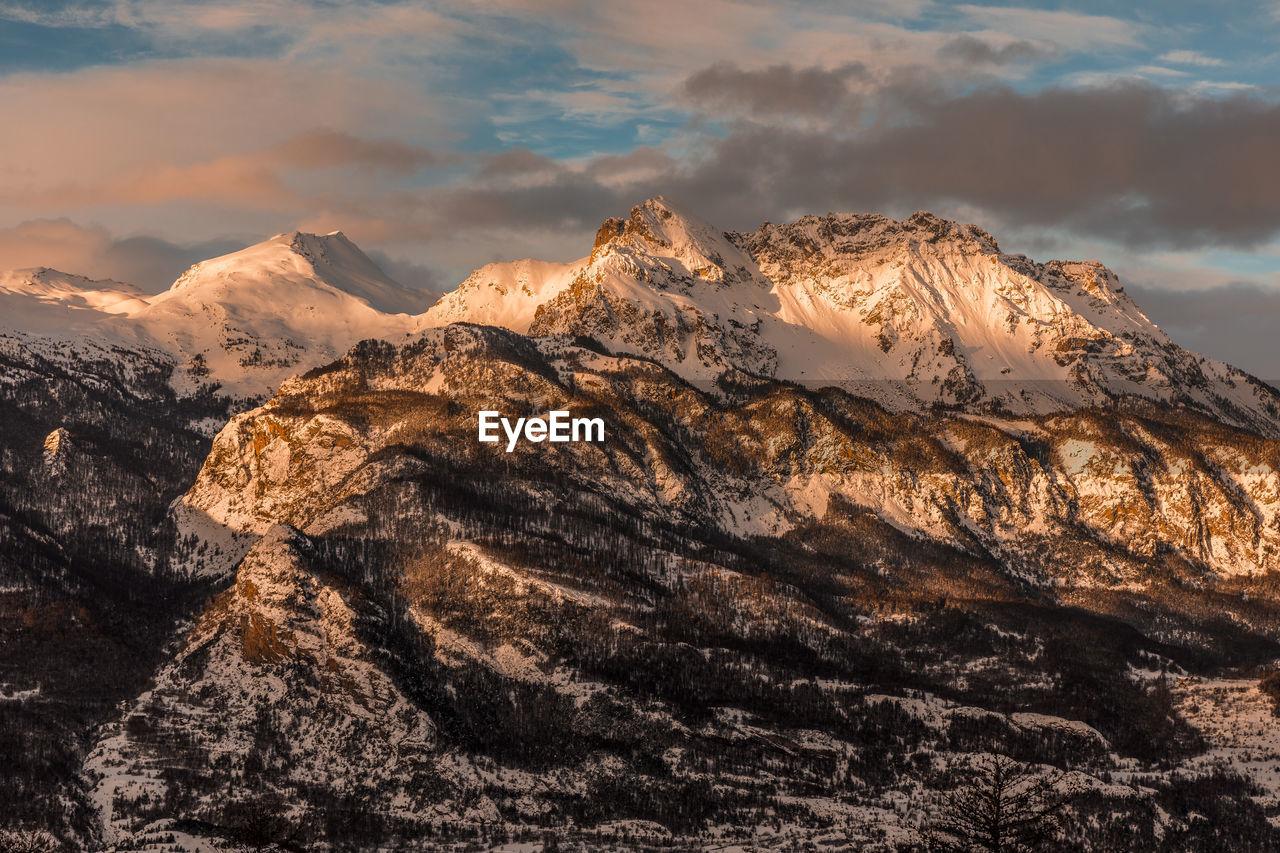 Sunrise over the ecrins national park - lever de soleil sur le parc national des ecrins