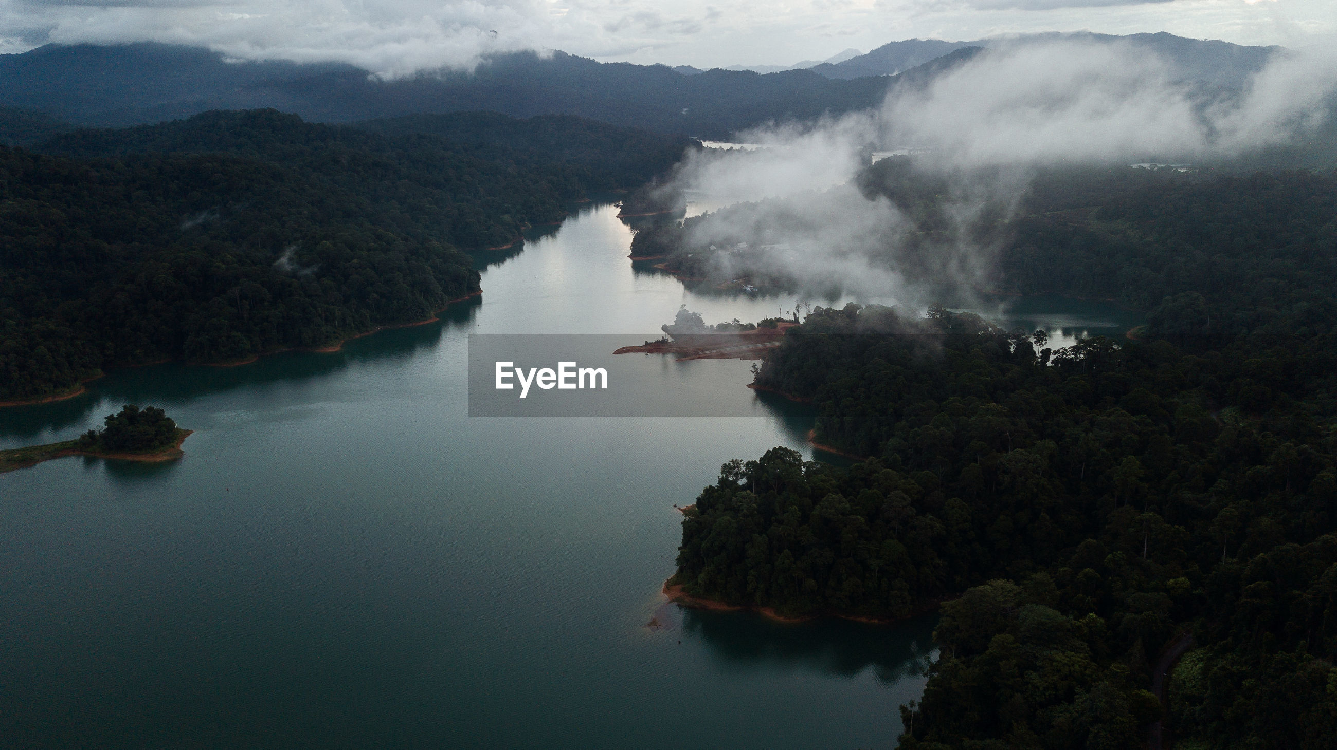 HIGH ANGLE VIEW OF LAKE AGAINST SKY
