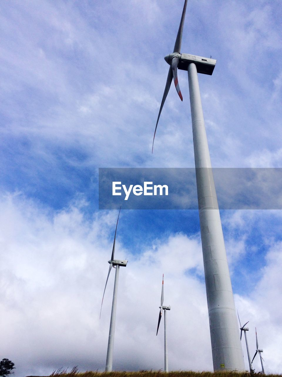 wind power, wind turbine, alternative energy, environmental conservation, fuel and power generation, windmill, renewable energy, industrial windmill, low angle view, sky, day, cloud - sky, no people, outdoors, rural scene, technology, nature