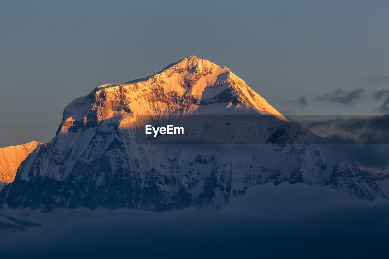 SNOWCAPPED MOUNTAIN RANGE AGAINST SKY