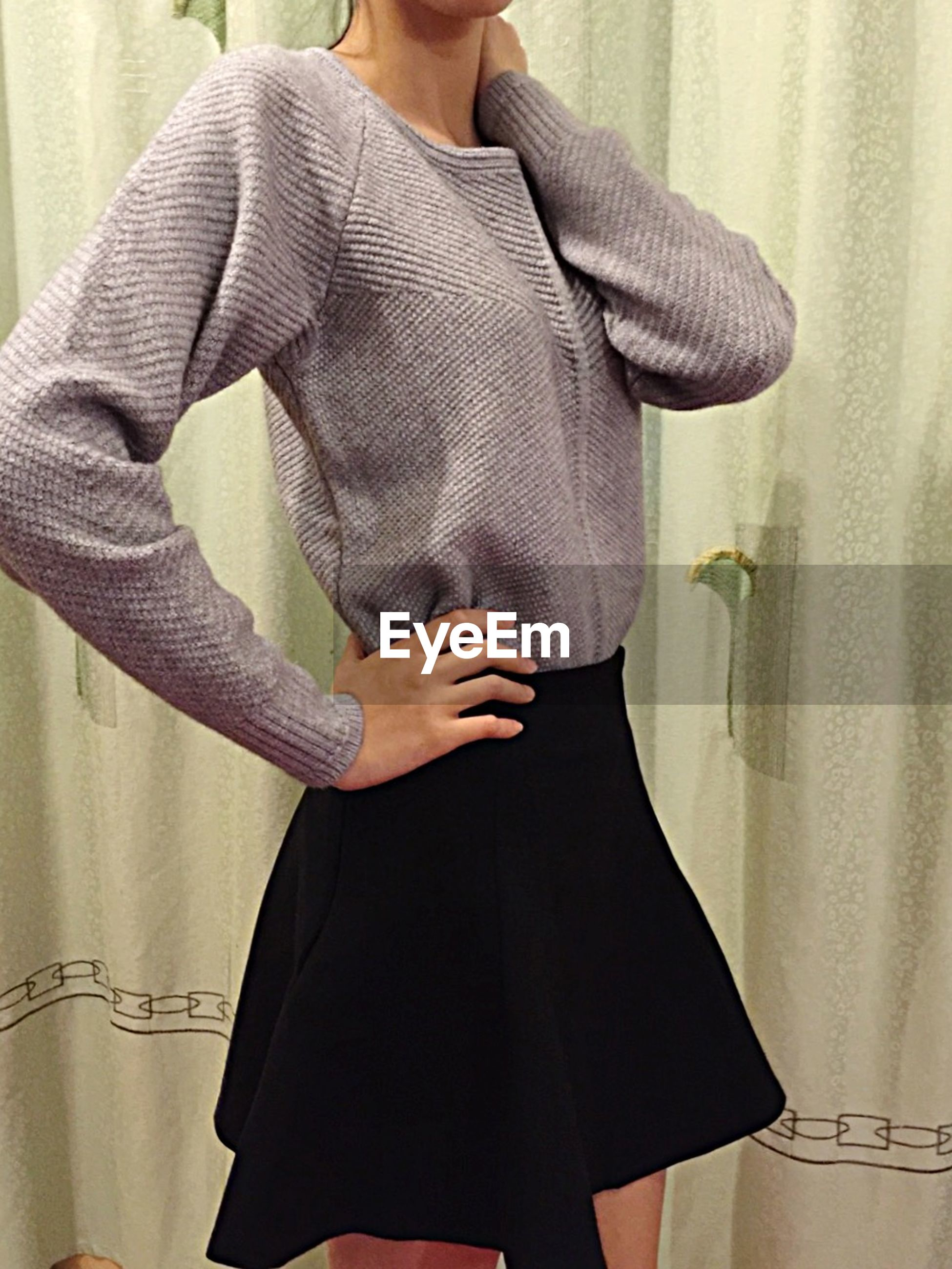 indoors, midsection, lifestyles, person, casual clothing, fashion, mid section, holding, front view, leisure activity, standing, young adult, young women, home interior, femininity, men