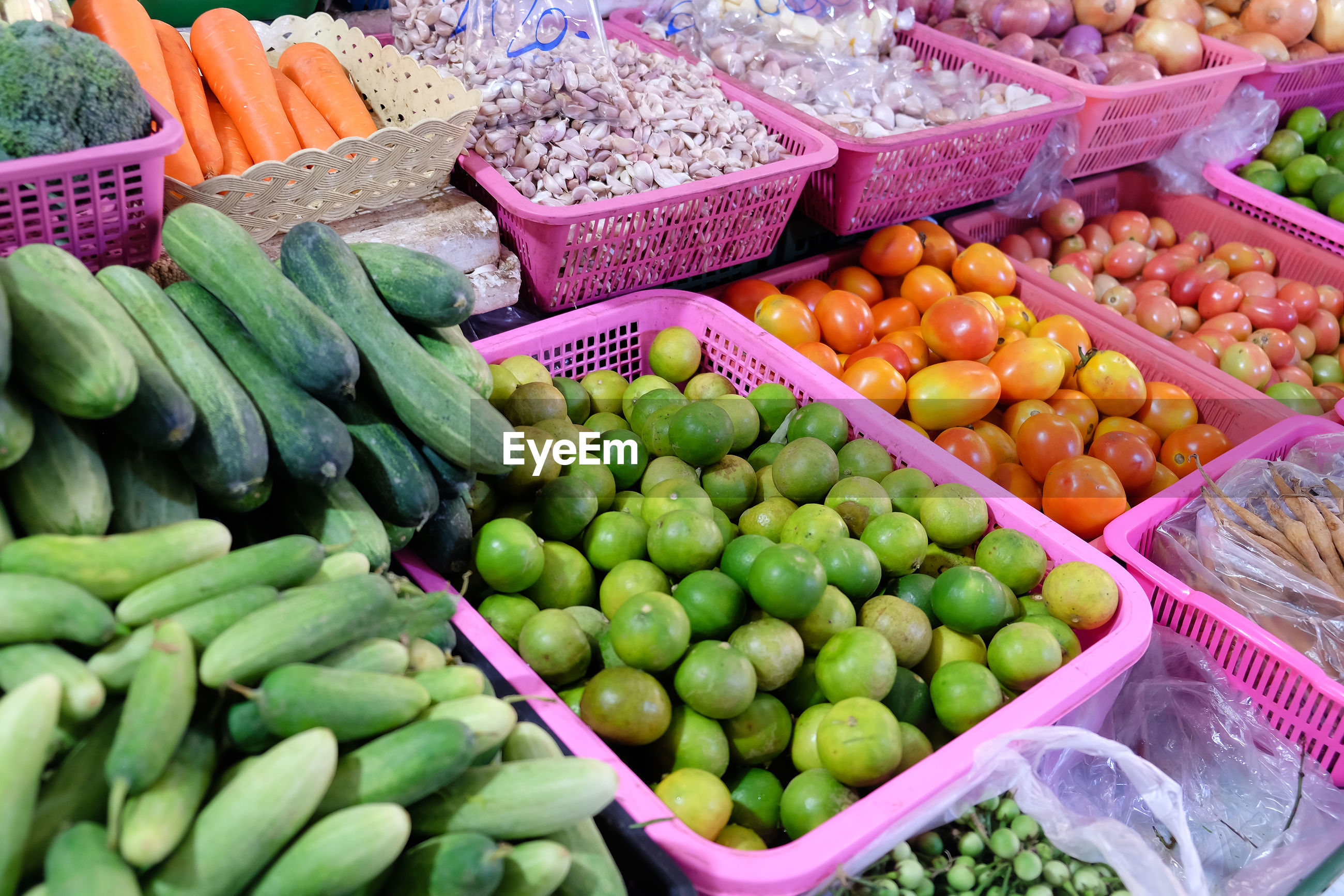 HIGH ANGLE VIEW OF VEGETABLES FOR SALE AT MARKET STALL