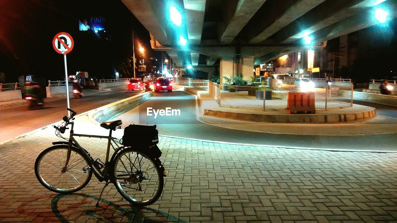 illuminated, transportation, land vehicle, bicycle, street, night, mode of transport, road, city, outdoors, architecture, real people