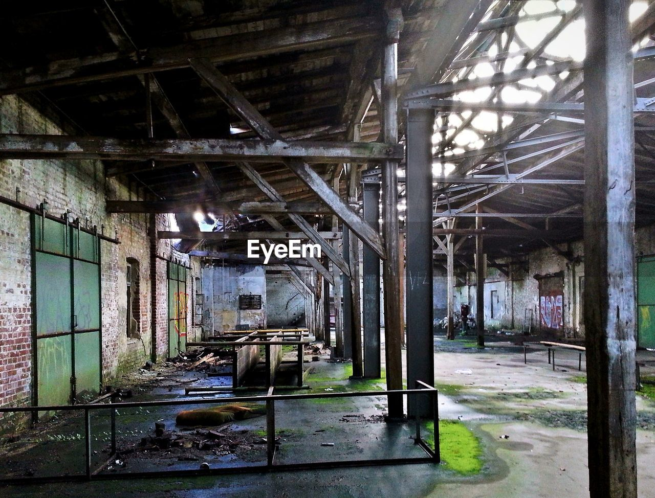 abandoned, architecture, indoors, old, built structure, run-down, dirty, weathered, damaged, bad condition, no people, roof beam, factory, rusty, day