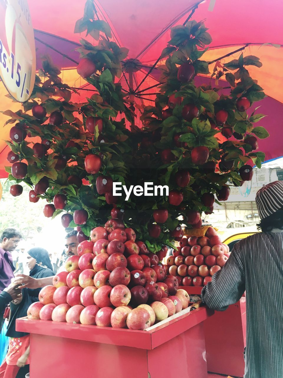 fruit, for sale, freshness, day, retail, abundance, no people, food and drink, large group of objects, outdoors, hanging, food, growth, nature, close-up