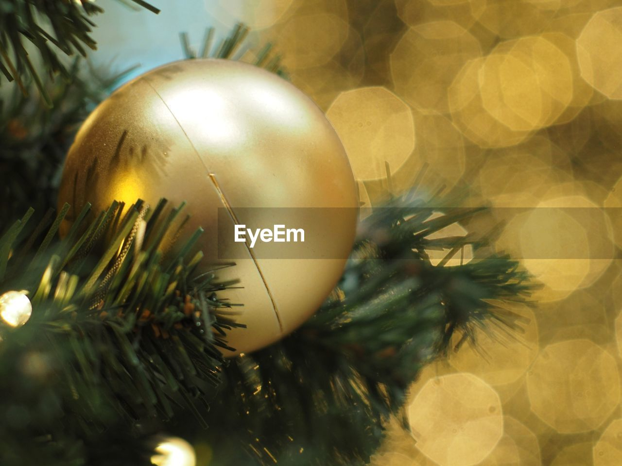 christmas decoration, christmas, decoration, holiday, christmas ornament, celebration, tree, christmas tree, close-up, sphere, gold colored, shiny, no people, selective focus, celebration event, holiday - event, focus on foreground, event, ball, silver colored