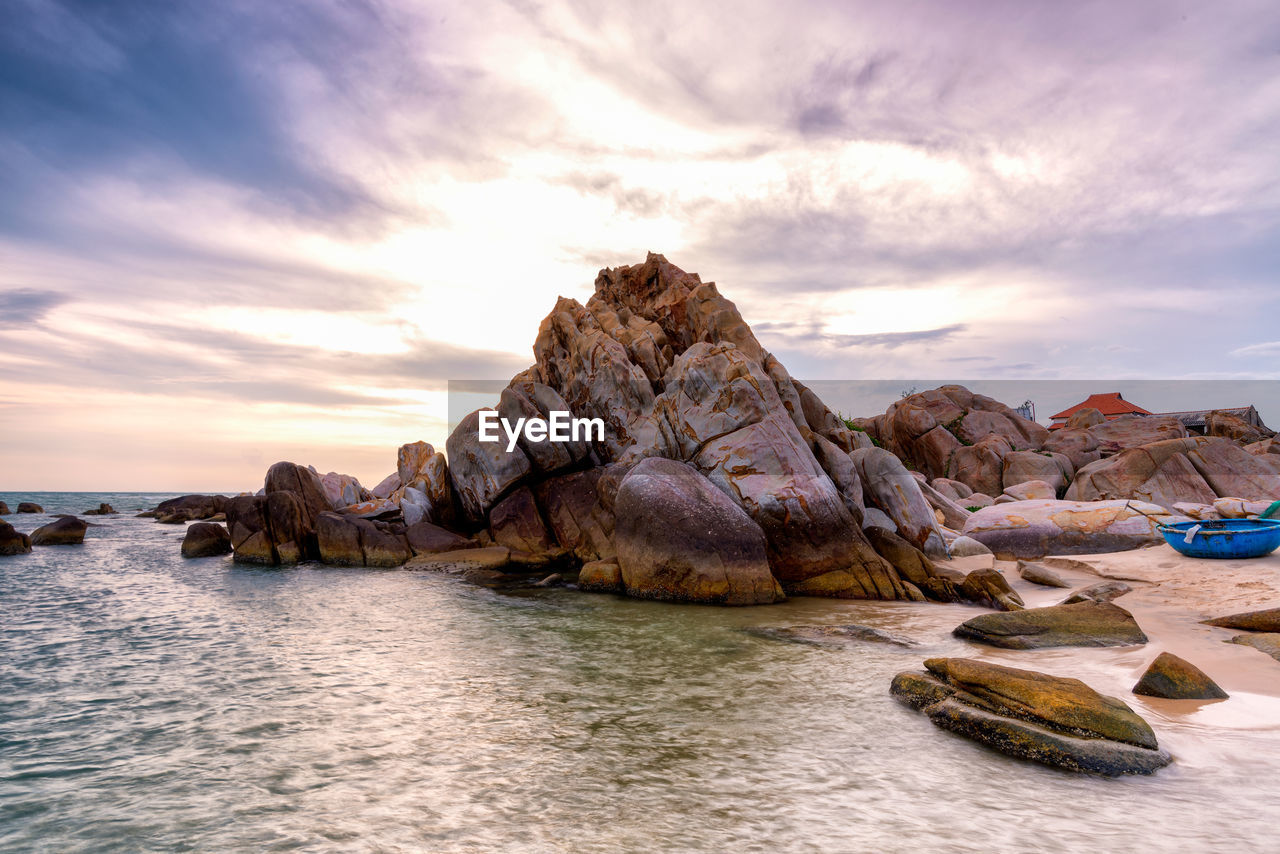 rock - object, rock formation, nature, sky, sea, scenics, beauty in nature, tranquility, water, outdoors, no people, sunset, cloud - sky, waterfront, day